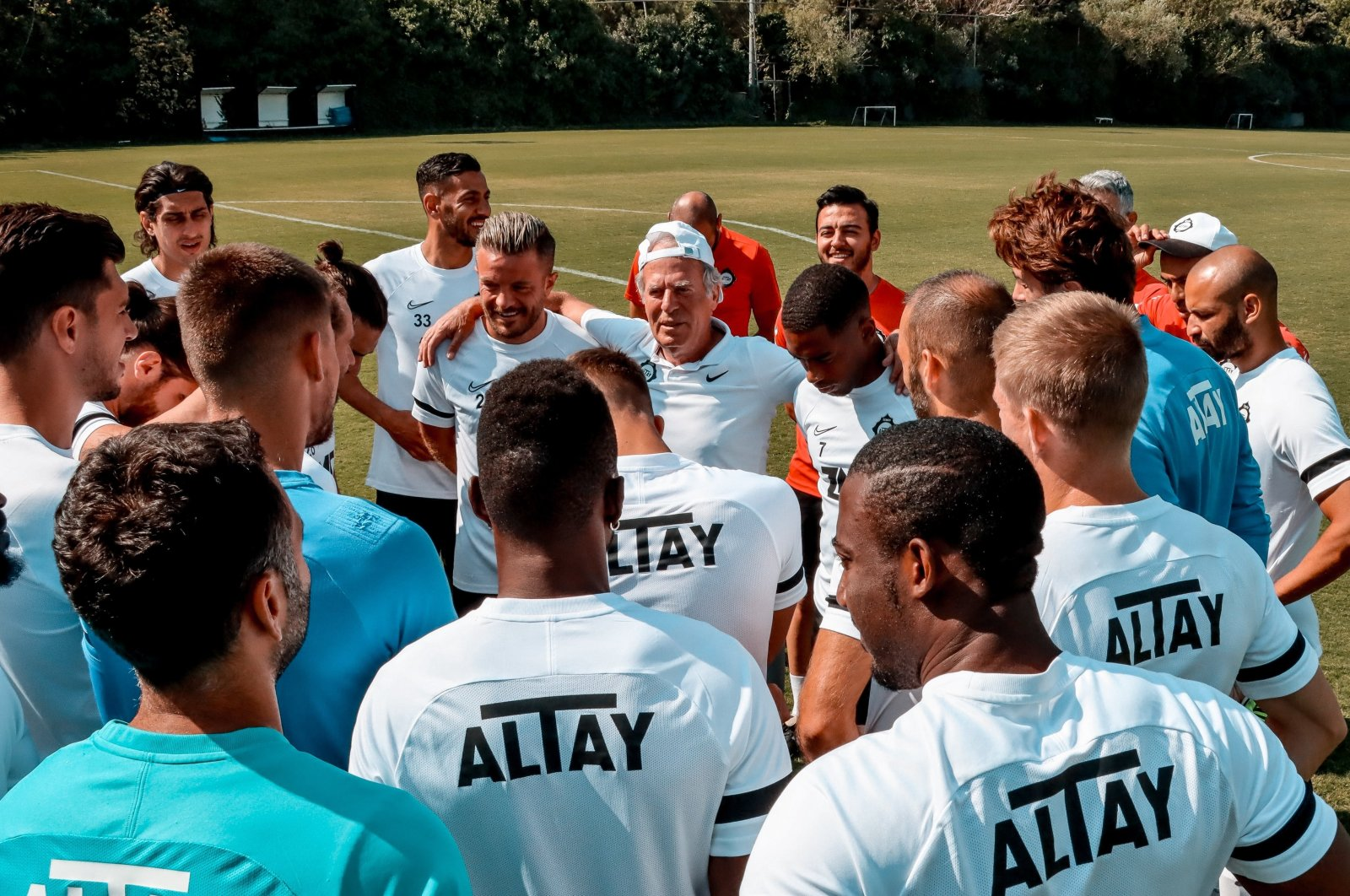 Altay coach and players during a training session ahead of Friday's Izmir derby against Göztepe, Izmir, western Turkey, Sept. 15, 2021. (IHA Photo)