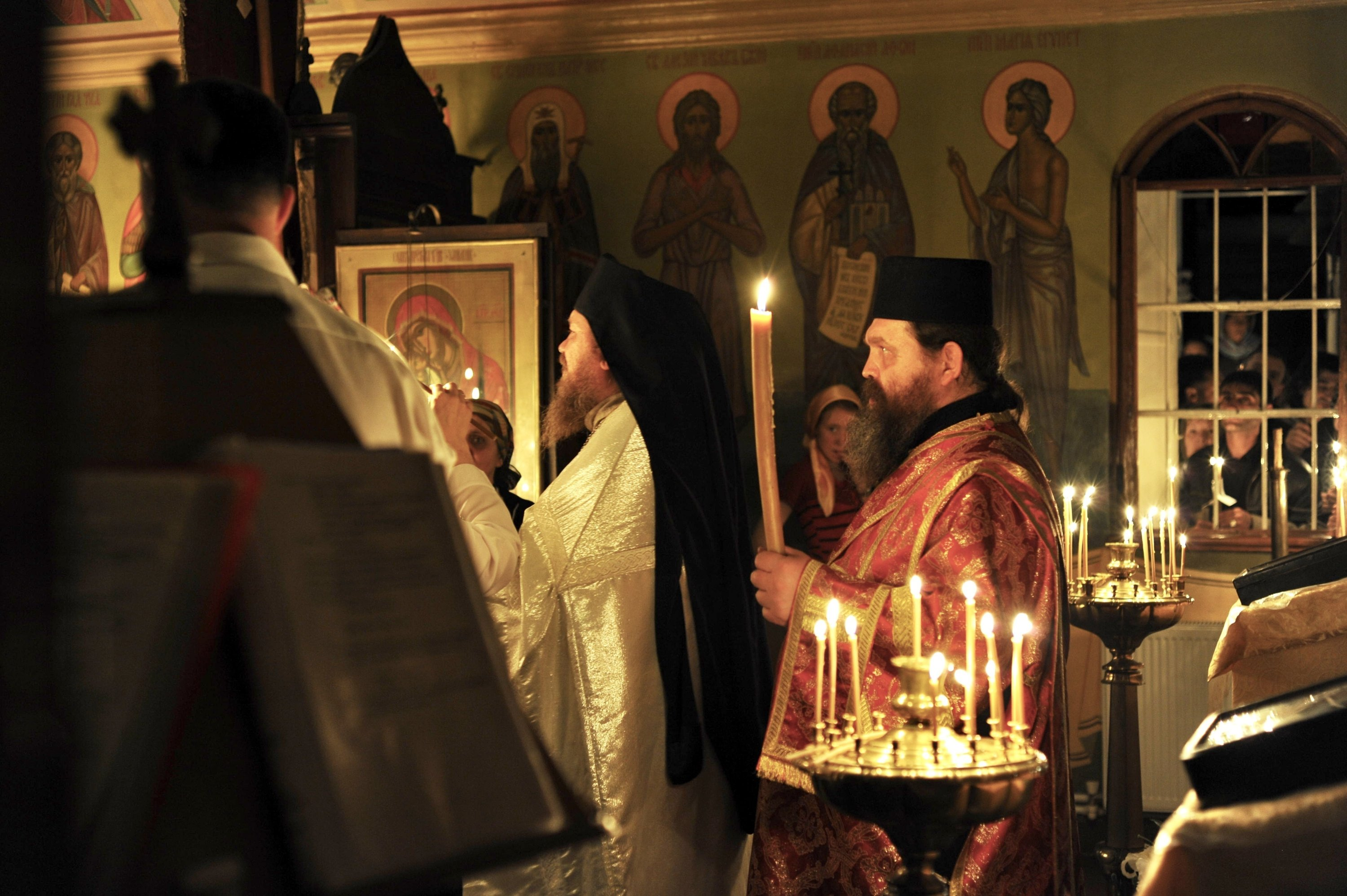 An Orthodox priest manages the Easter ceremony in the Russian Aya Panteleymon church in Karaköy, Istanbul, April 3, 2010. (Shutterstock)