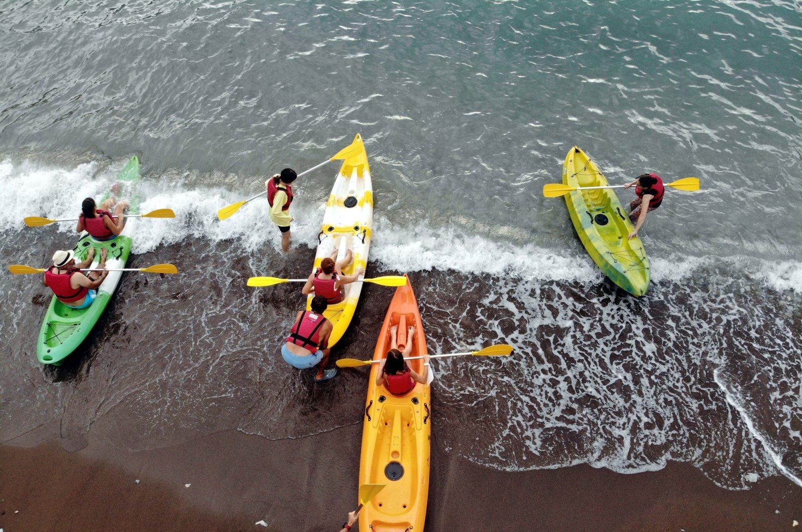 Russian bloggers enjoy a canoe tour in Muğla province, southwestern Turkey, Sept. 16, 2021. (AA Photo)