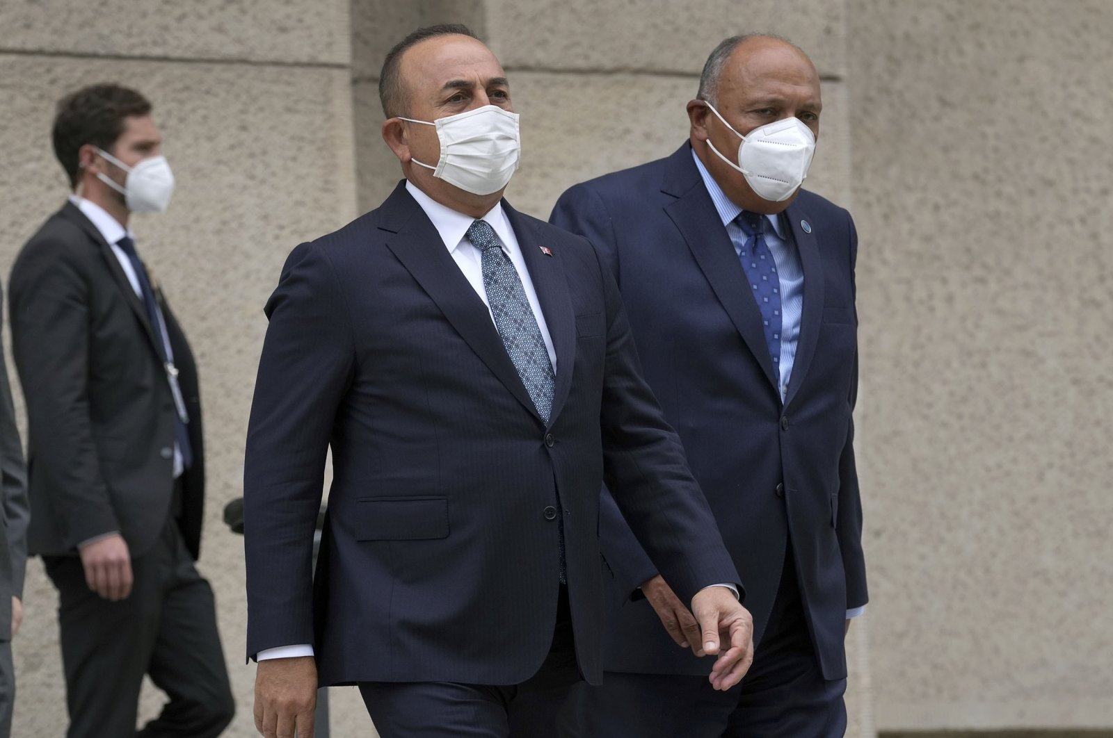 Turkey's Foreign Minister Mevlüt Çavuşoğlu (L) and his counterpart from Egypt, Sameh Shoukry (R) arrive for a group photo during the Second Berlin Conference on Libya at the foreign office in Berlin, Germany, June 23, 2021. (AP Photo)
