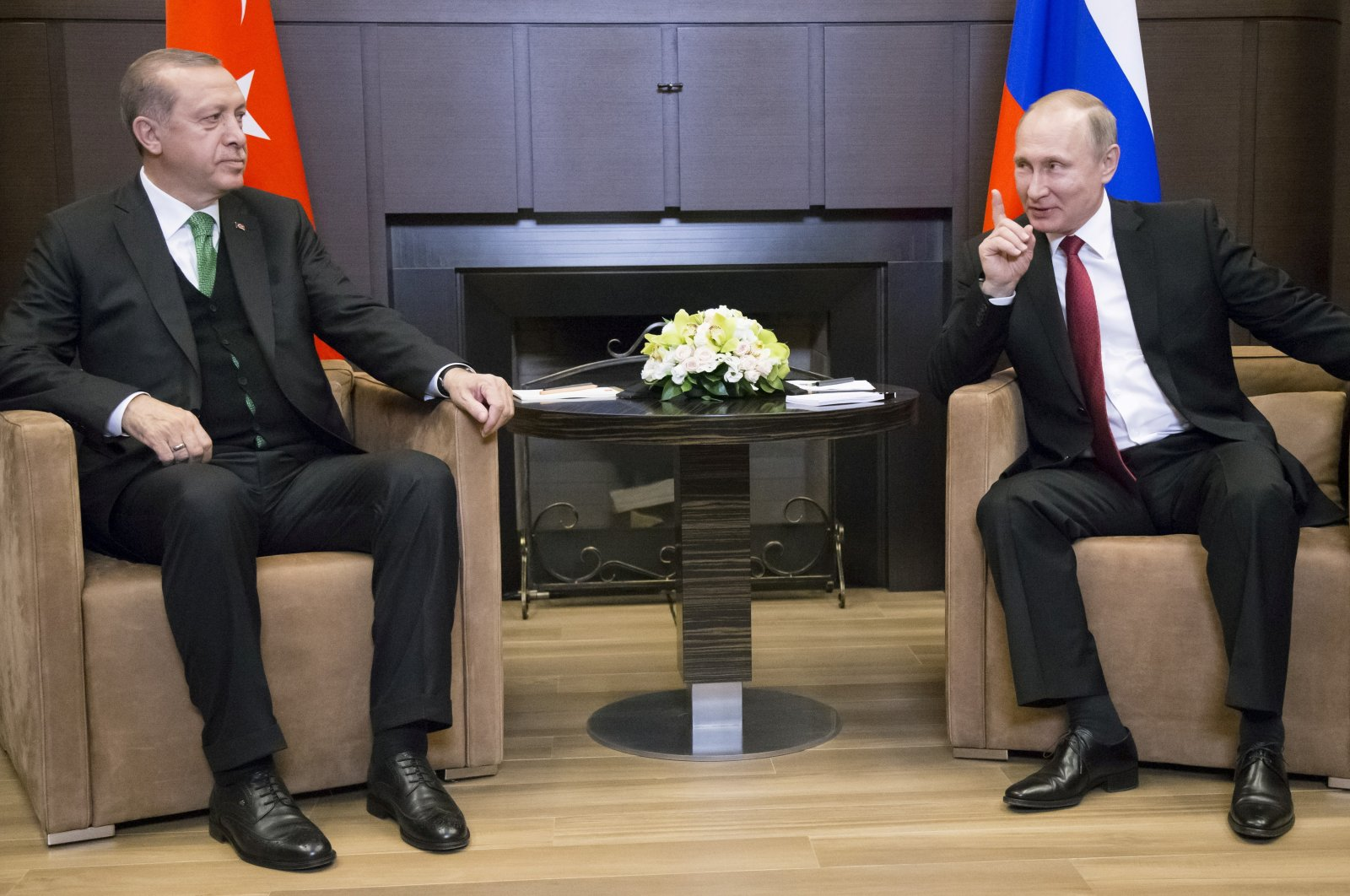 Russian President Vladimir Putin (R) meets with his Turkish counterpart Recep Tayyip Erdoğan in Sochi, Russia, May 3, 2017. (REUTERS Photo)