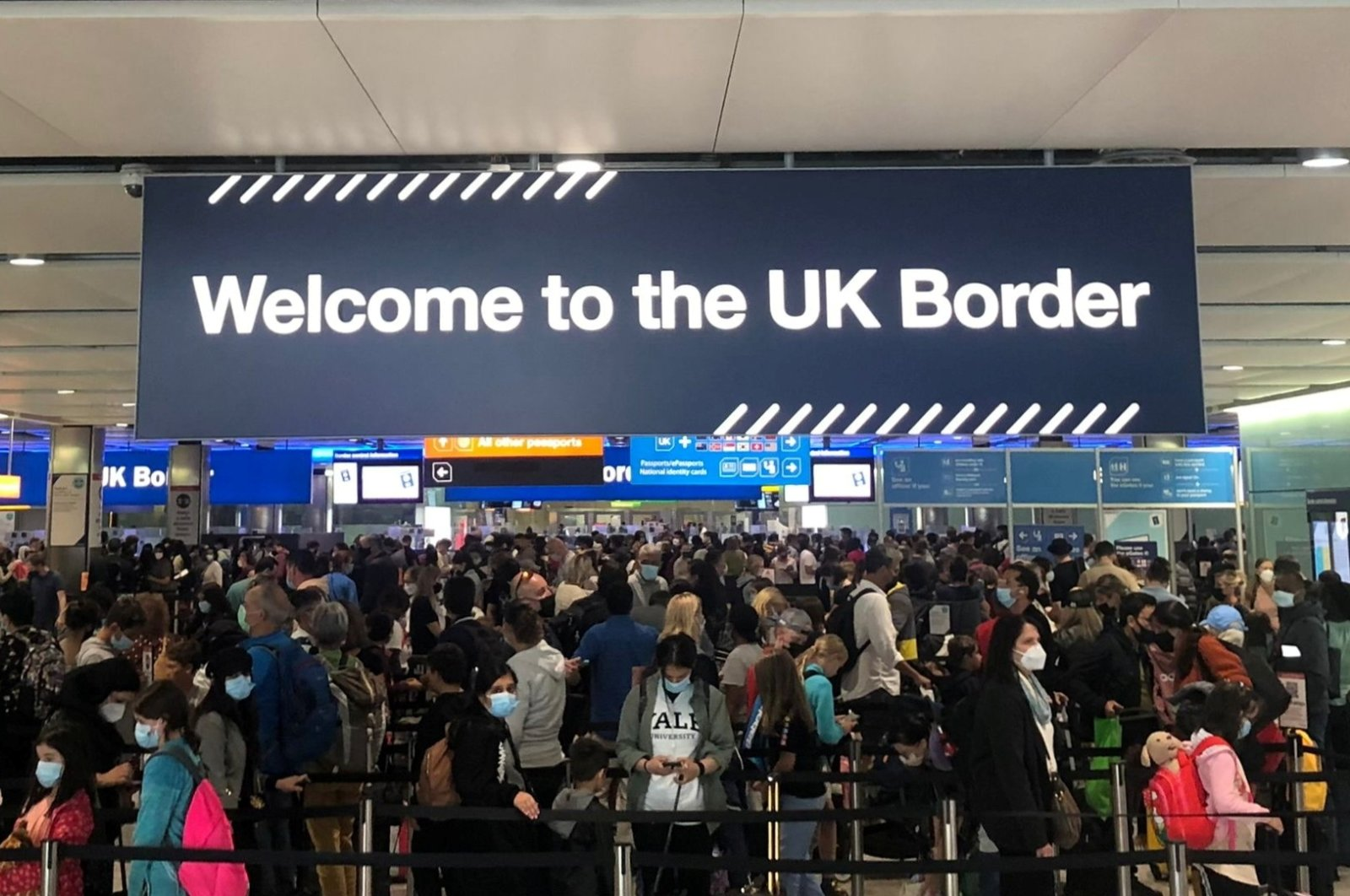 Queues of people wait in line at U.K. citizens arrivals at Heathrow Airport in London, Britain, Sept. 1, 2021. (Reuters Photo)