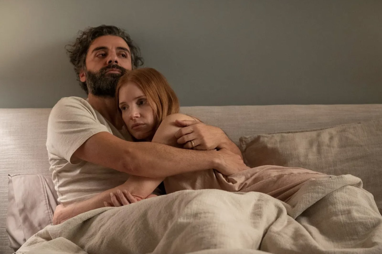 """Oscar Isaac and Jessica Chastain are seen in """"Scenes From a Marriage"""" (Credit: HBO)"""