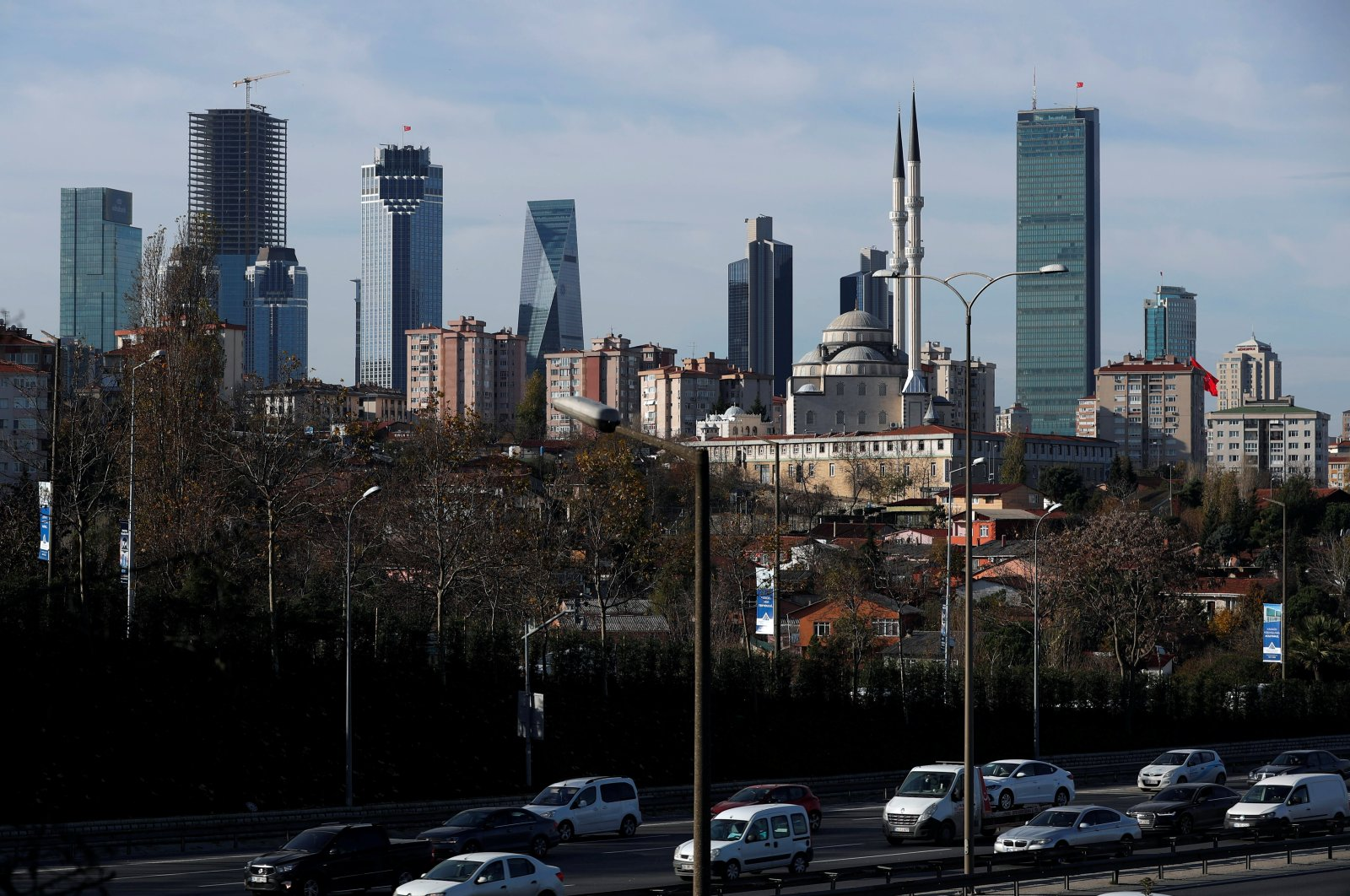 The business and financial district of Levent, which hosts leading Turkish banks' and companies' headquarters, is seen behind a residential neighborhood in Istanbul, Turkey, Nov. 30, 2017. (Reuters Photo)