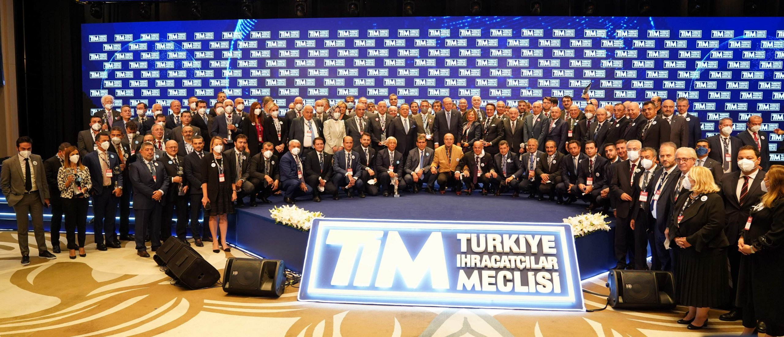 President Recep Tayyip Erdoğan, Cabinet ministers, Turkish Exporters Assemby (TIM) officials and representatives of top exporters companies pose for a photo during the TIM's 28th general assembly and 2020 Export Champions award ceremony in Istanbul, Turkey, Sept. 18, 2021. (DHA Photo)