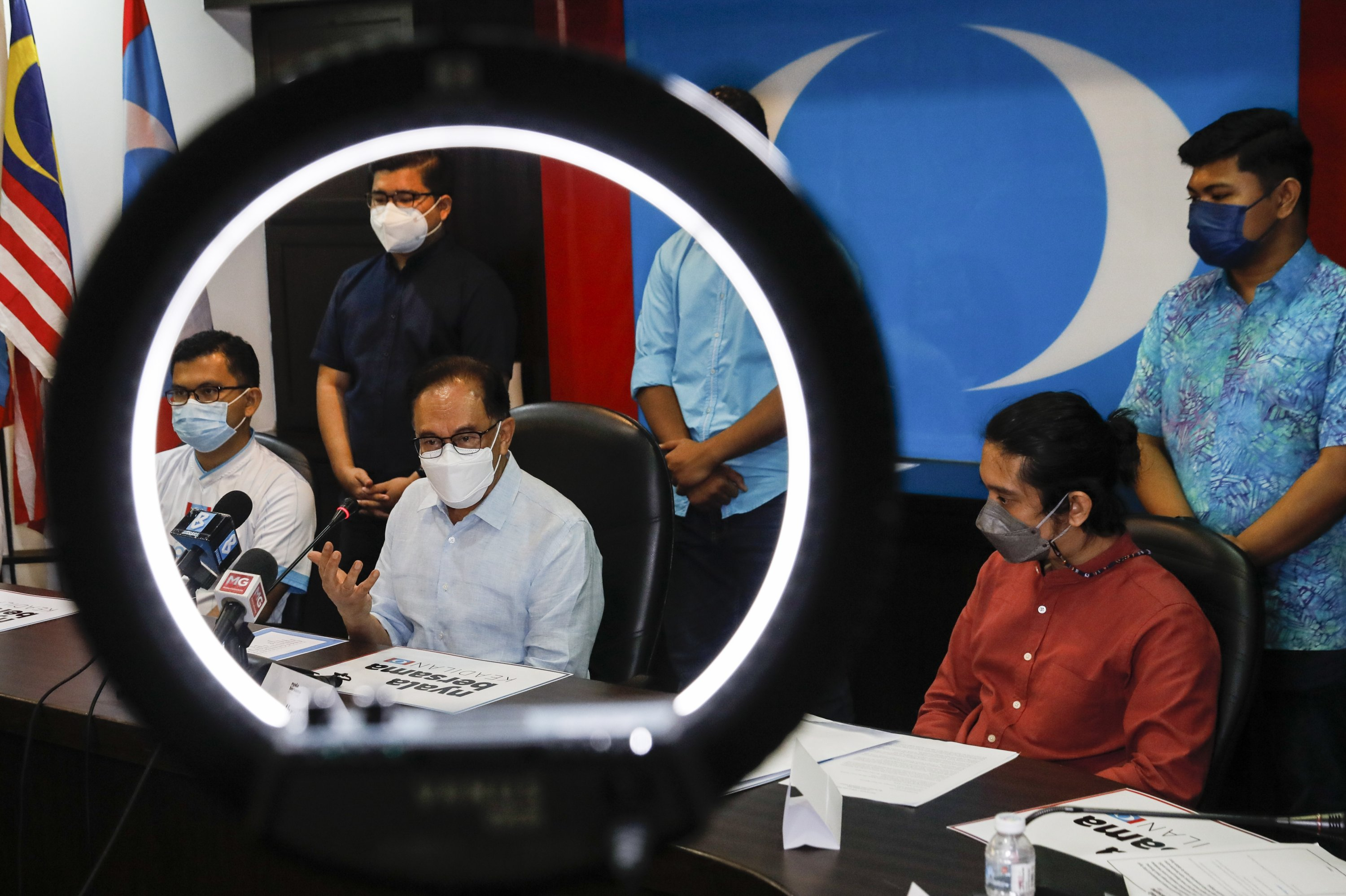 Malaysia Opposition Leader Anwar Ibrahim (C) reacts during a press conference at the People's Justice Party headquarters in Petaling Jaya, outside Kuala Lumpur, Malaysia, Sept. 16, 2021. (EPA Photo)