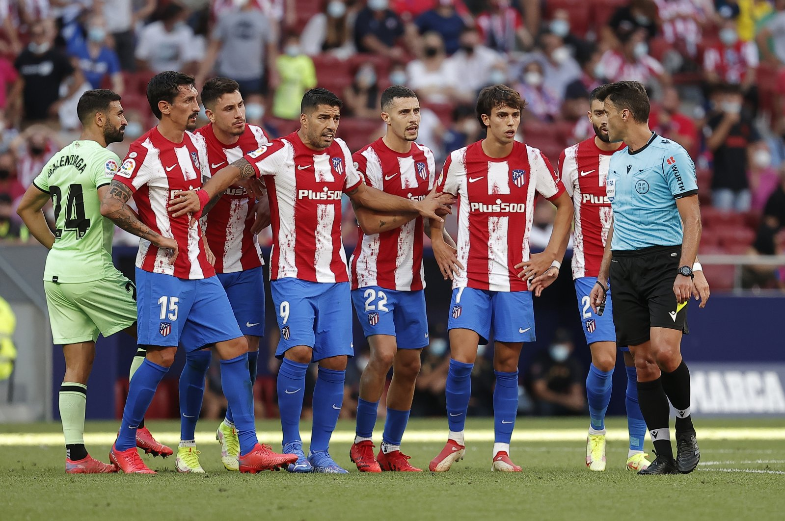 Atletico Madrid players protest a decision by the referee in a La Liga match against Athletic Bilbao, Madrid, Spain, Sept. 18, 2021. (AA Photo)