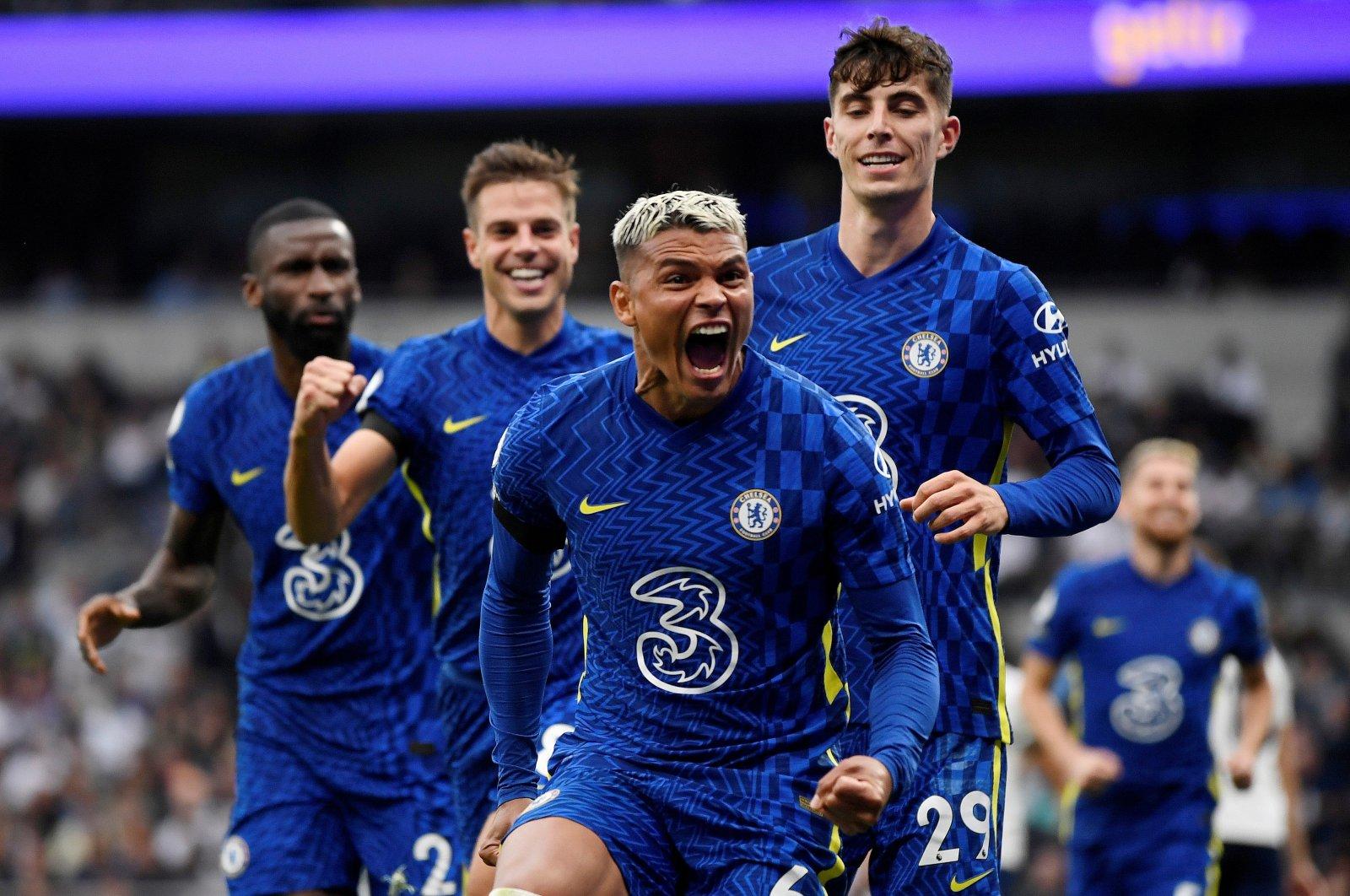 Chelsea's Thiago Silva celebrates with his teammates, afterscoring his team's first goal against Tottenham atTottenham Hotspur Stadium, London, U.K., Sept. 19, 2021. (Reuters Photo)