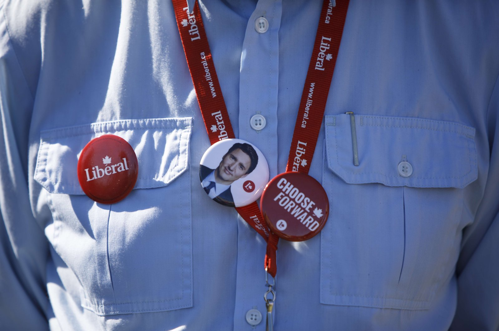 A supporter wears a pin depicting Liberal Party Leader Justin Trudeau during a campaign stop in Niagara Falls, Canada, Sept. 19, 2021 (AFP Photo)