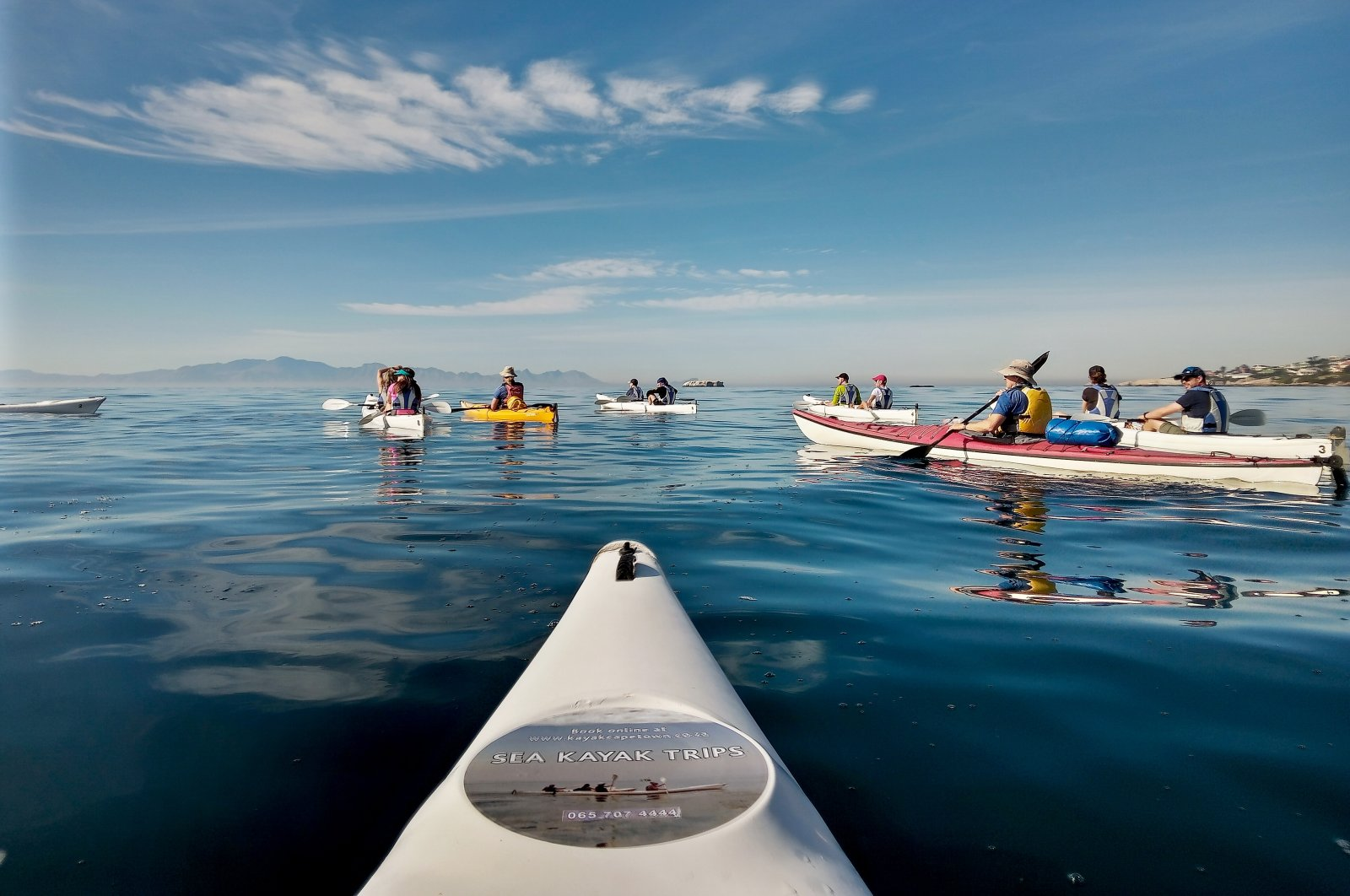 Boat excursion at the Cape: In two-person kayaks you head out into a smooth sea. (Christian Selz/dpa Photo)