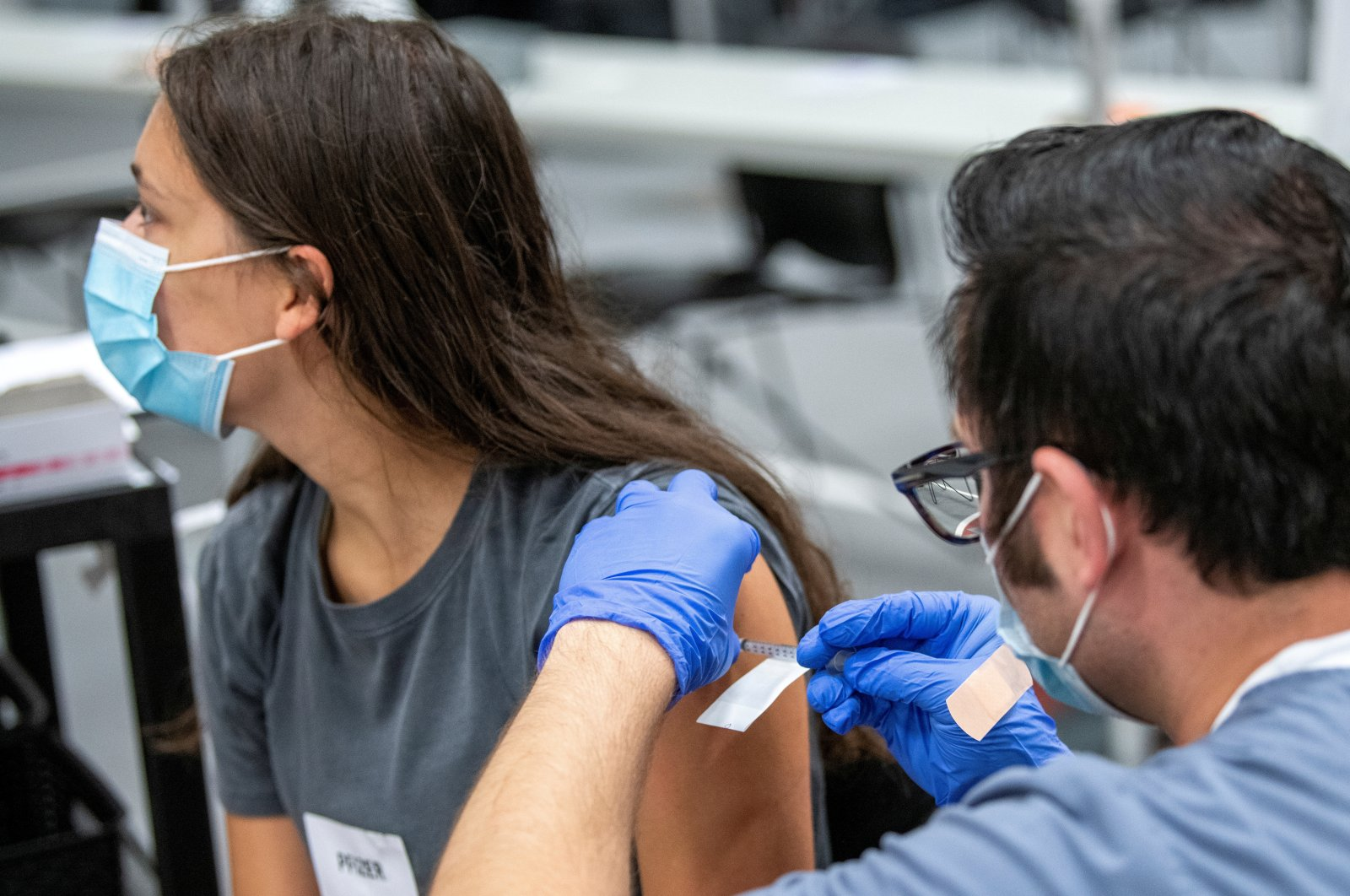 OSU student Ashlyn Gerlach of Saint Henry, Ohio, receives her second dose of the Pfizer coronavirus vaccine at a clinic at Ohio State University in Columbus, Ohio, U.S., Sept. 15, 2021. (Reuters Photo)