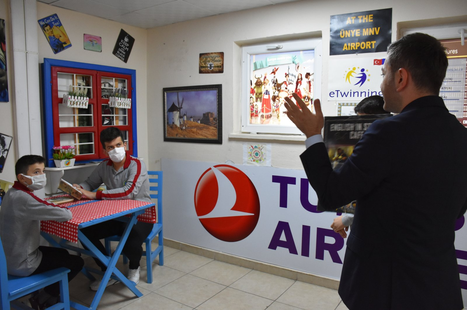 """Muhammet Aydın teaches English in a """"simulated"""" airport at his school, in Ordu, northern Turkey, Sept. 19, 2021. (AA PHOTO)"""