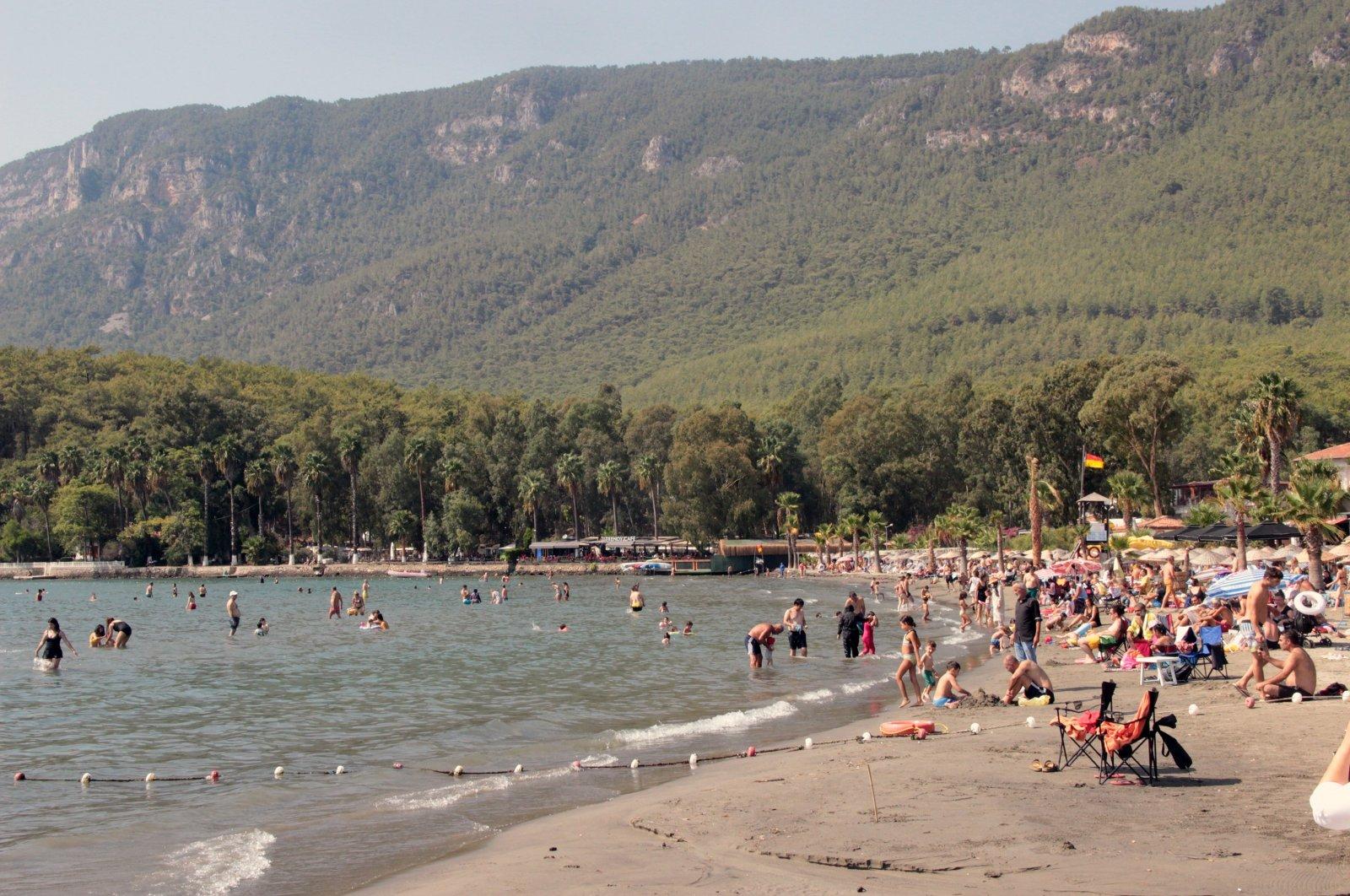 View of people on a beach in Muğla, southwestern Turkey, Sept. 19, 2021. (İHA PHOTO)