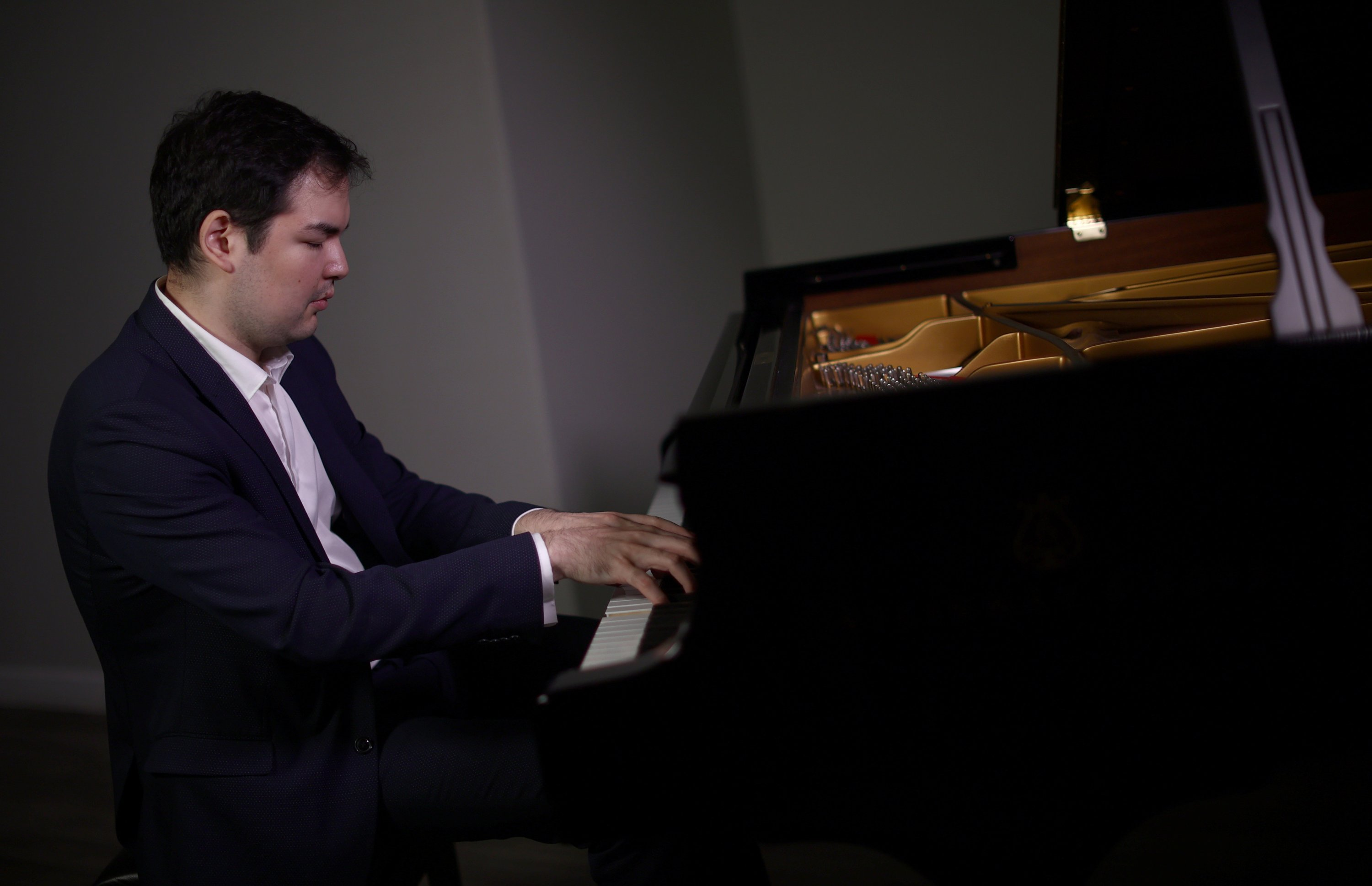 Kazakh pianist Alim Beysembayev plays the piano at Steinway Hall in London, the U.K., Sept. 20, 2021. (Reuters Photo)