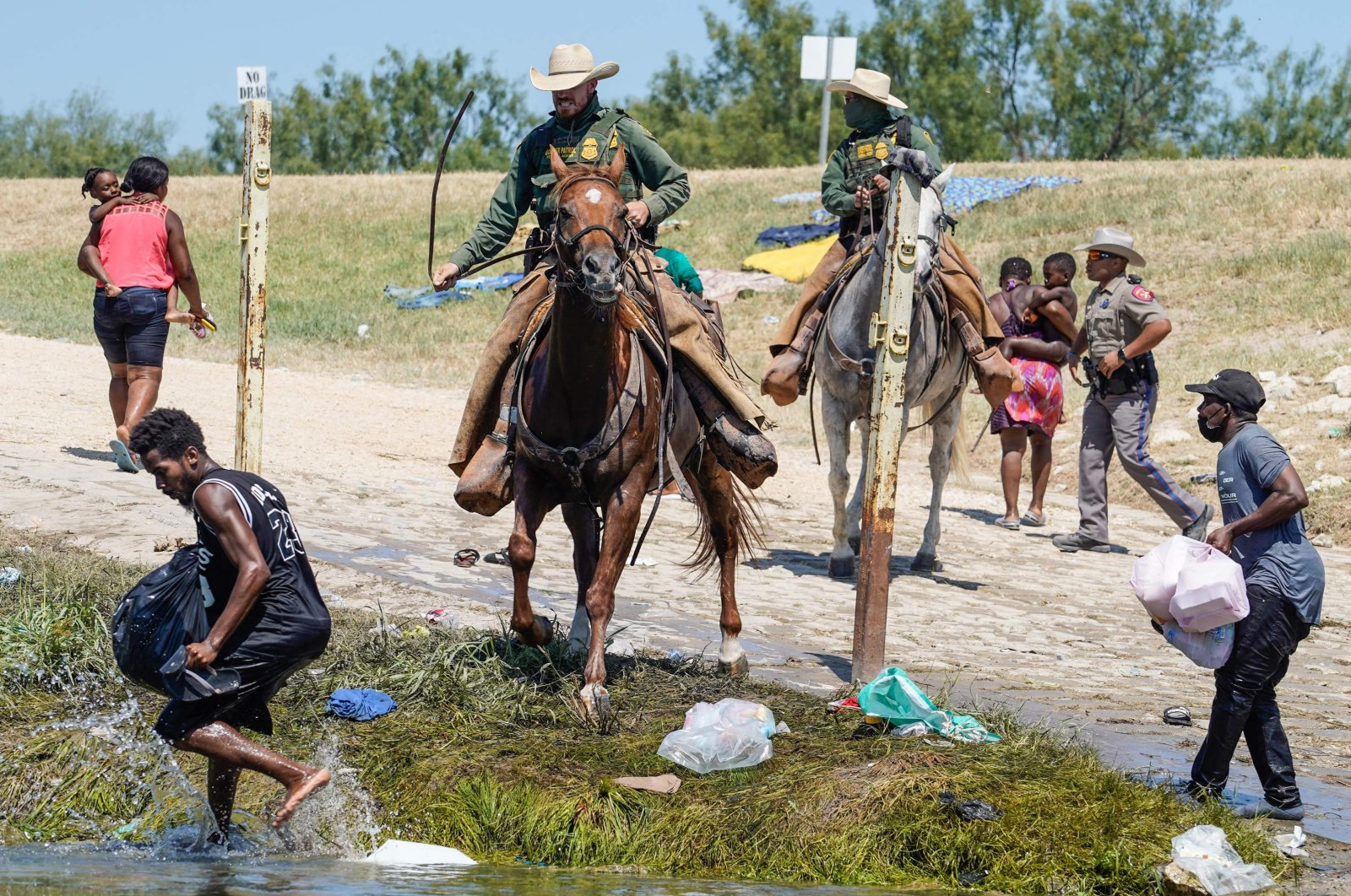 U.S. Border Patrol agents on horseback try to stop Haitian migrants from entering an encampment on the banks of the Rio Grande near the Acuna Del Rio International Bridge in Del Rio, Texas, U.S., Sept. 19, 2021. (AFP Photo)