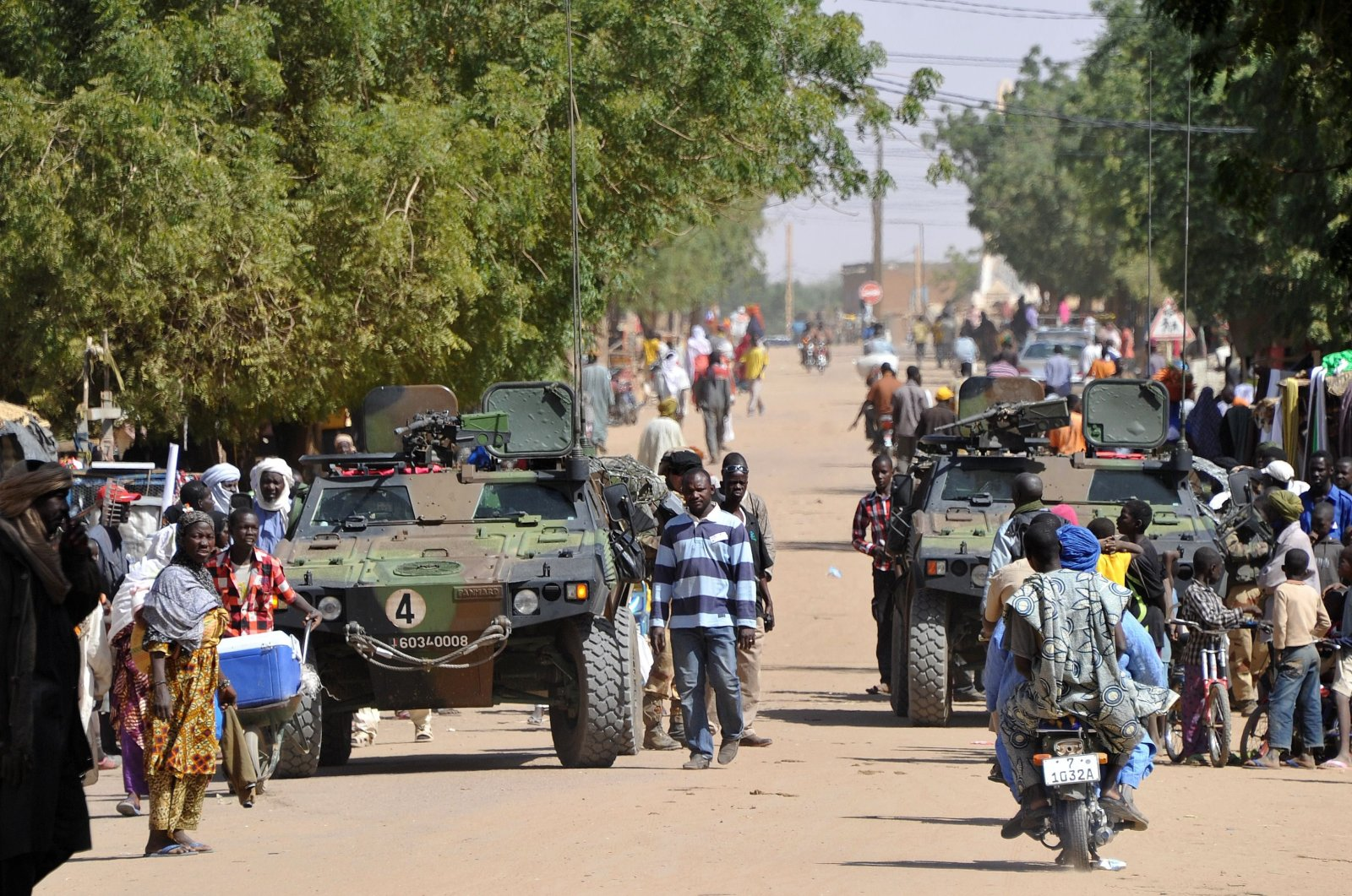 French troops patrol in the streets of Gao, Mali, Feb. 3, 2013. (AFP Photo)