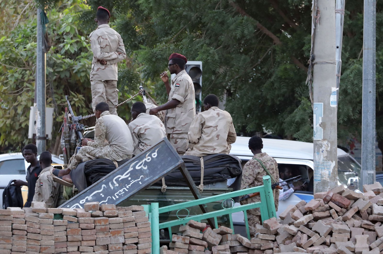 Sudanese soldiers keep watch near one of the entrances leading to the site of a sit-in, near the army headquarters, in Khartoum, Sudan, June 3, 2019. (EPA-EFE Photo)
