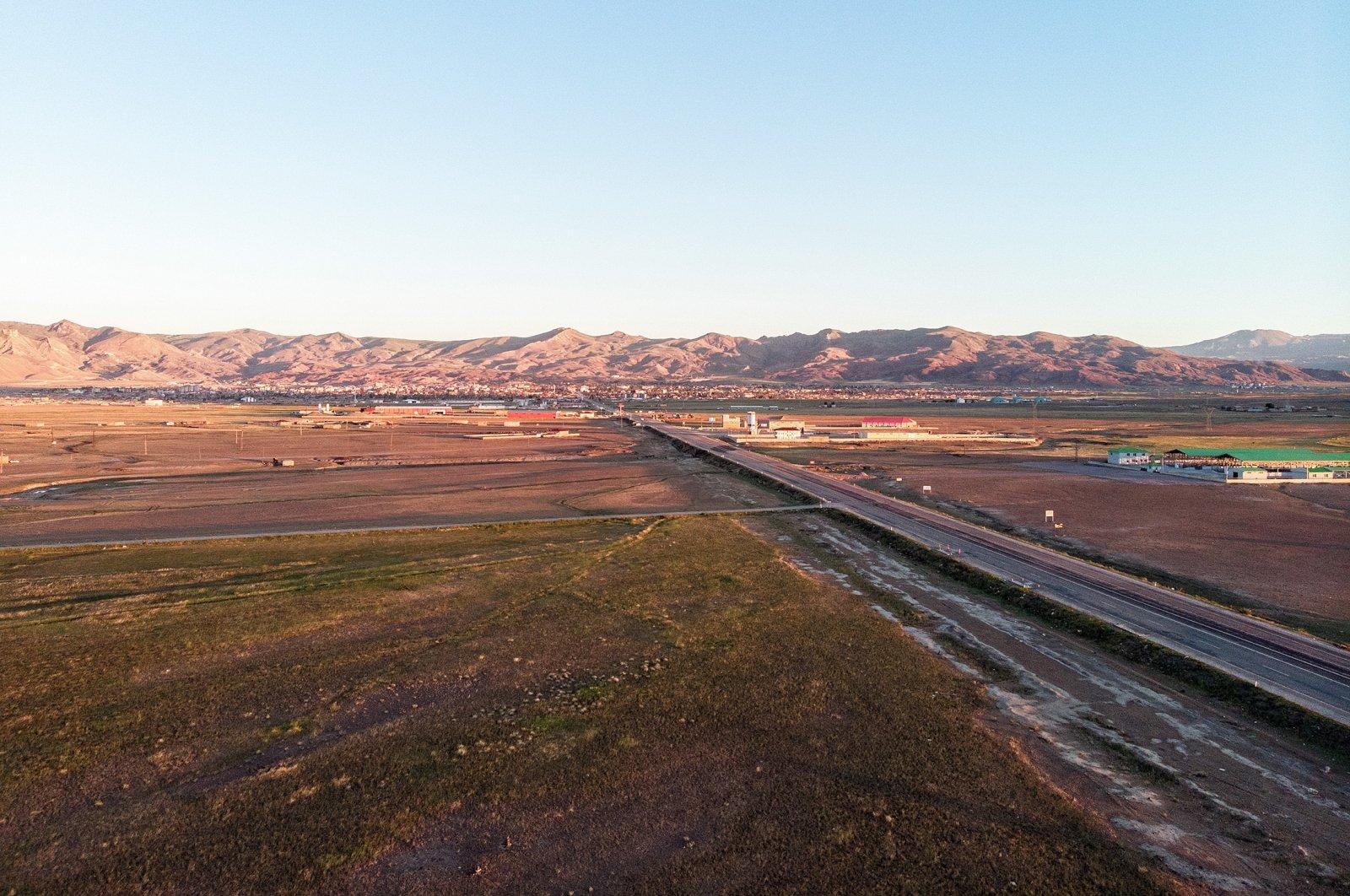 Aerial view of the road leading to Doğubayazıt from Iğdır around Mount Ağrı, eastern Turkey on the border with Armenia and Iran. (Shutterstock File Photo)