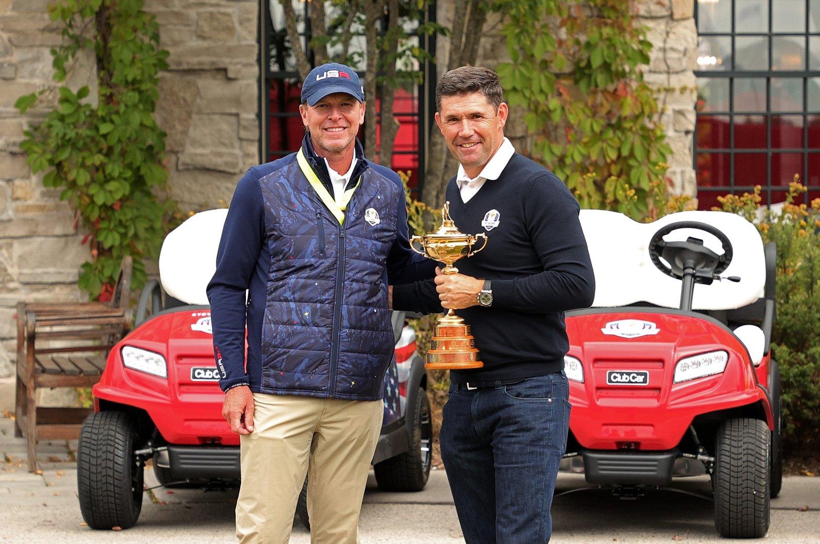 U.S. Ryder Cup captain Steve Stricker (L) greets European Ryder Cup captain Padraig Harrington prior to the start of the Ryder Cup at Whistling Straits, Kohler, Wisconsin, U.S., Sept. 20, 2021. (AFP Photo)