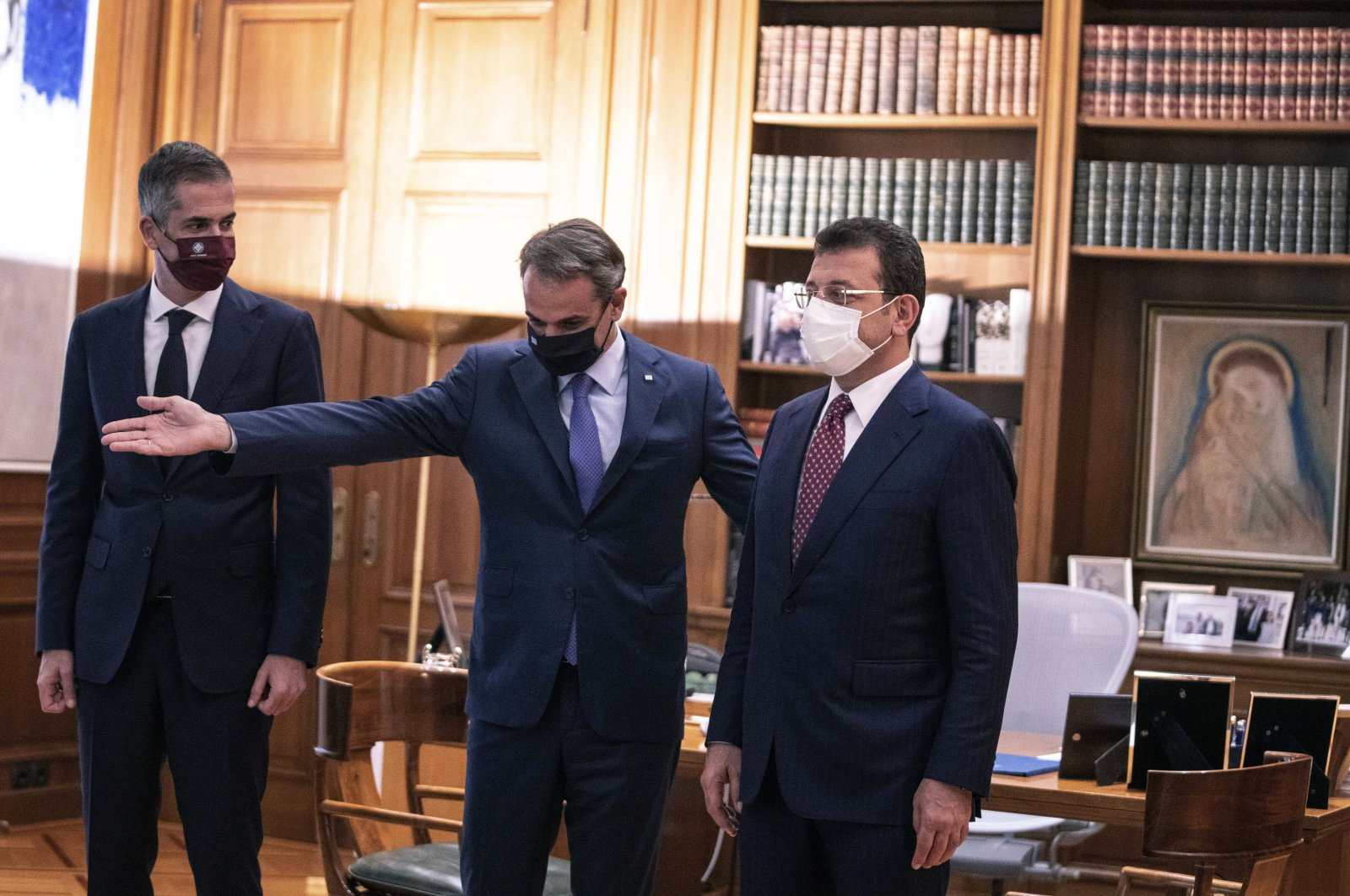 Greek Prime Minister Kyriakos Mitsotakis (C) welcomes the Mayor of Istanbul Ekrem Imamoğlu (R) and Mayor of Athens Kostas Bakoyannis, during their meeting in Athens, Greece, Sept. 21, 2021. (AP Photo)