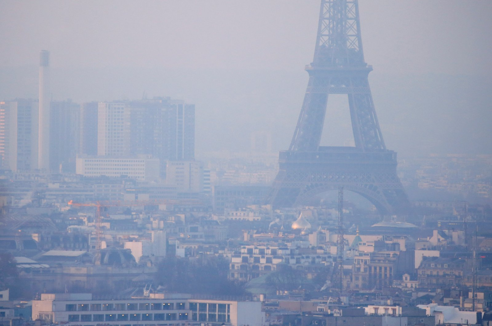The Eiffel Tower is surrounded by a small-particle haze that hangs above the skyline in Paris, France, Dec. 9, 2016. (Reuters Photo)