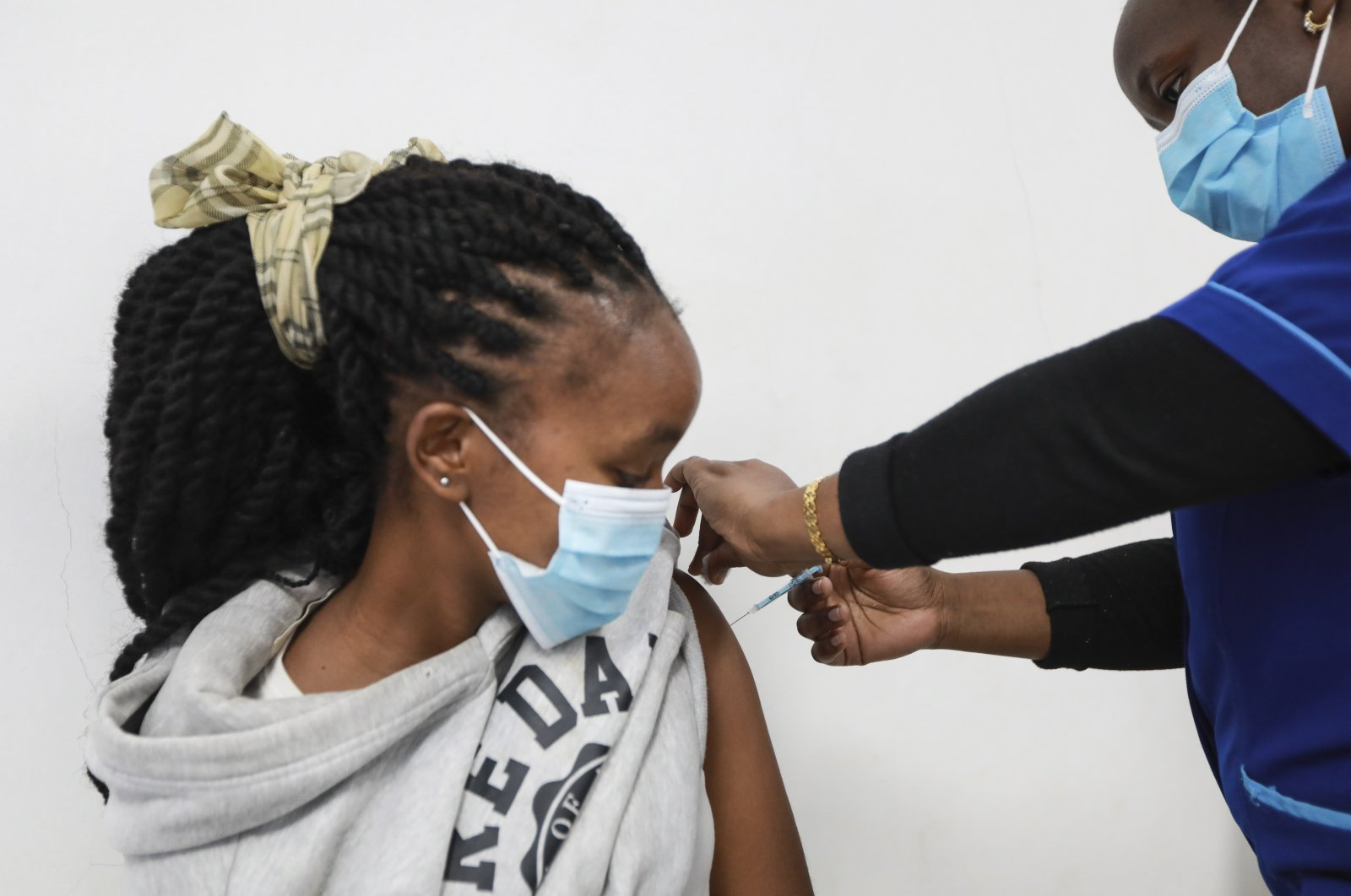 A Kenyan medical staff personnel administers the first dose of the Moderna vaccine against COVID-19 to a woman during a vaccination drive at the Uhai Neema hospital in Nairobi, Kenya, Sept. 7, 2021. (EPA File Photo)
