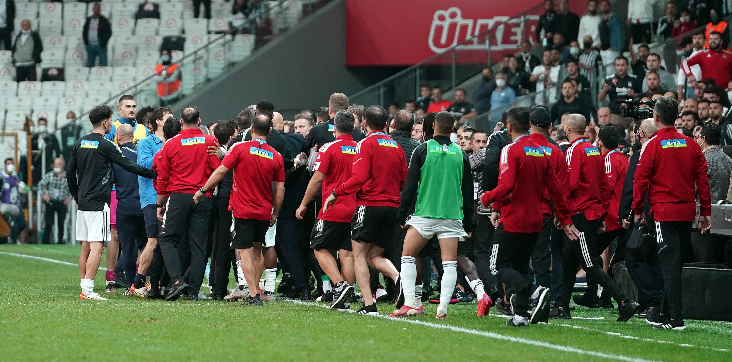 Beşiktaş and Adana Demirspor staff engage in a scuffle at the end of a Turkish Süper Lig match at Vodafone Park, Istanbul, Turkey, Sept. 21, 2021. (IHA Photo)
