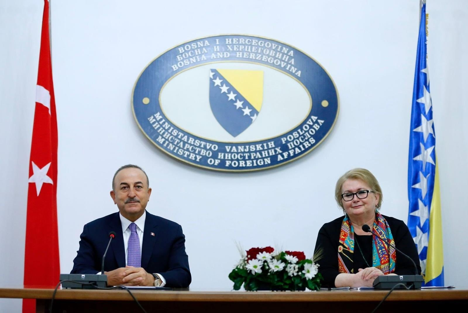 Turkish Foreign Minister Mevlüt Çavuşoğlu (L) and his Bosnian counterpart Bisera Turkovic speaks at a press conference, May 6, 2021. (IHA Photo)