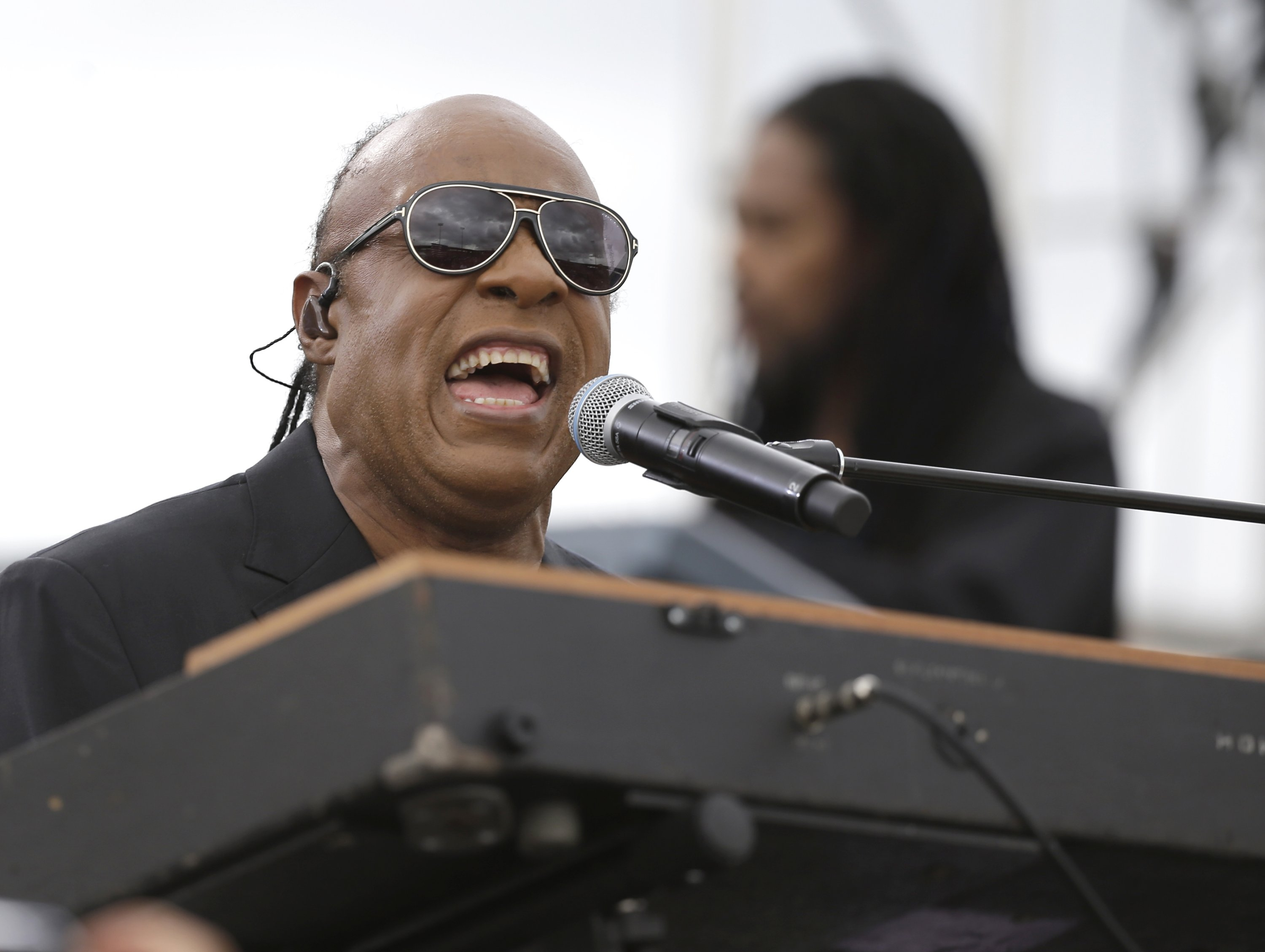 Musician Stevie Wonder performs at a campaign rally for Democratic presidential candidate Hillary Clinton before President Barack Obama spoke to the audience in Kissimmee, Florida, U.S., Nov. 6, 2016. (AP Photo)