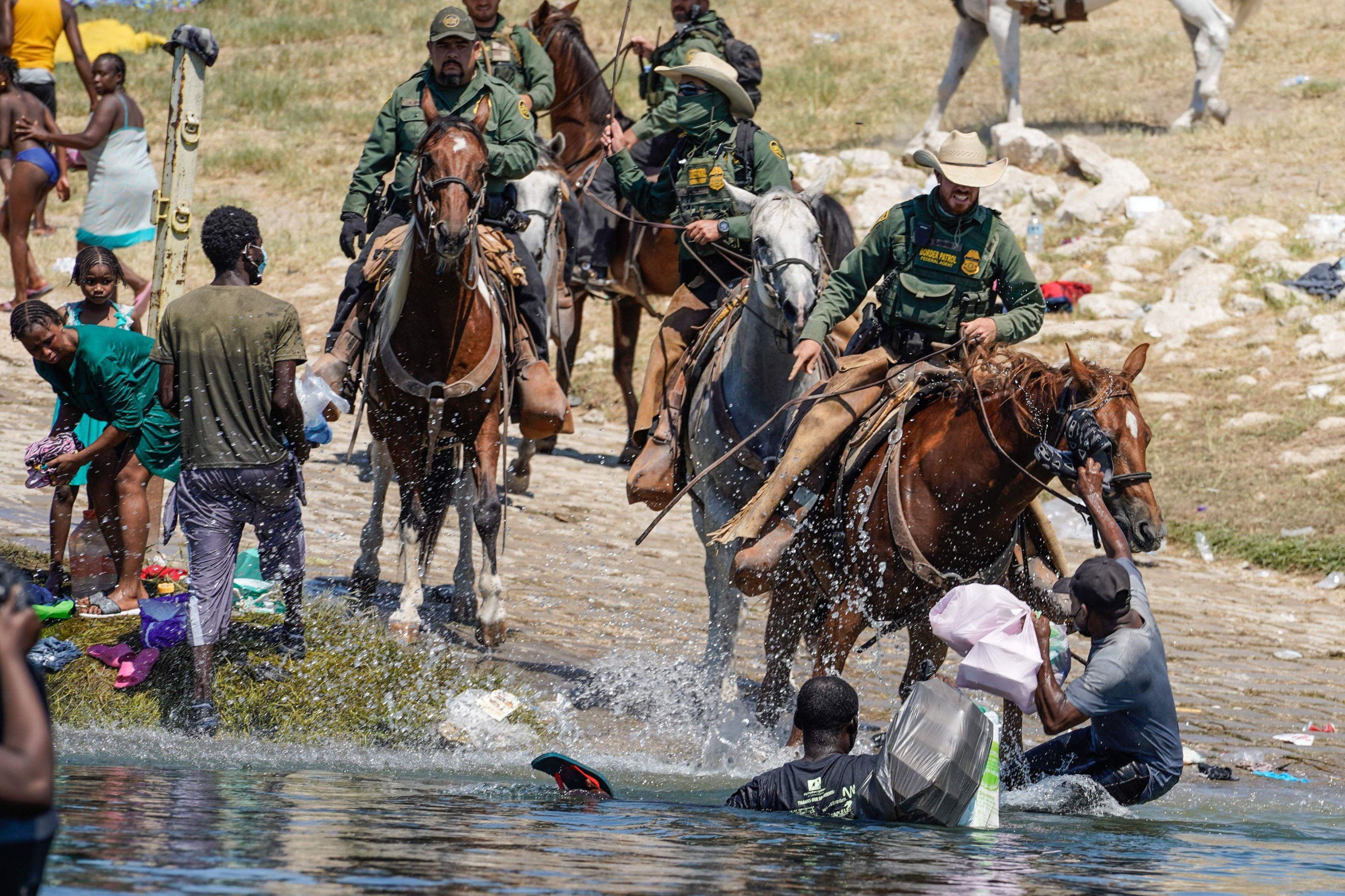United States Border Patrol agents on horseback try to stop Haitian migrants from entering an encampment on the banks of the Rio Grande near the Acuna Del Rio International Bridge in Del Rio, Texas, U.S., on Sept. 19, 2021. (AFP Photo)