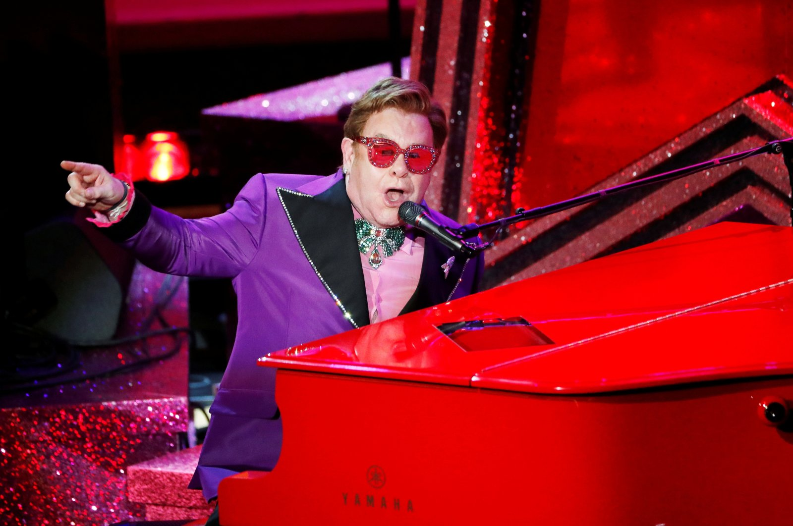 """Elton John performs """"(I'm Gonna) Love Me Again"""" from Rocketman during the Oscars show at the 92nd Academy Awards in Hollywood, Los Angeles, California, U.S., Feb. 9, 2020. (Reuters Photo)"""