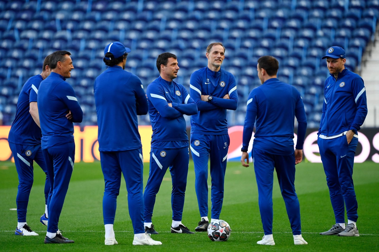 Chelsea's German coach Thomas Tuchel (3R) attends a training session at the Dragao stadium in Porto on May 28, 2021 on the eve of the UEFA Champions League final football match between Manchester City and Chelsea. (AFP Photo)