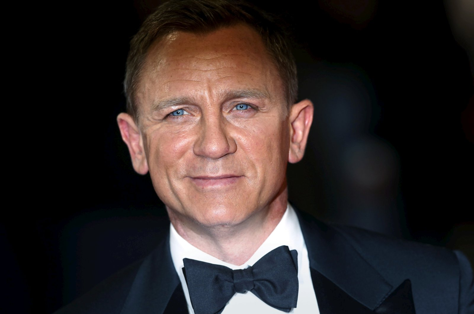 """Daniel Craig poses for photographers as he attends the world premiere of the James Bond 007 film """"Spectre"""" at the Royal Albert Hall in London, the U.K., Oct. 26, 2015. (Reuters Photo)"""