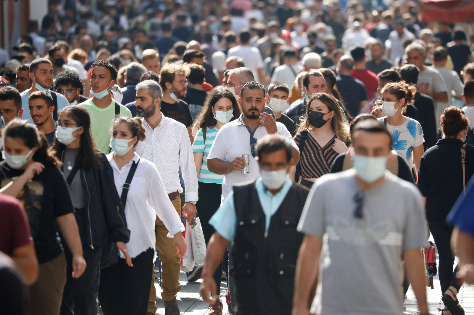 People wearing protective masks against COVID-19 on Istiklal Avenue, in Istanbul, Turkey, Sept. 19, 2021. (DHA PHOTO)