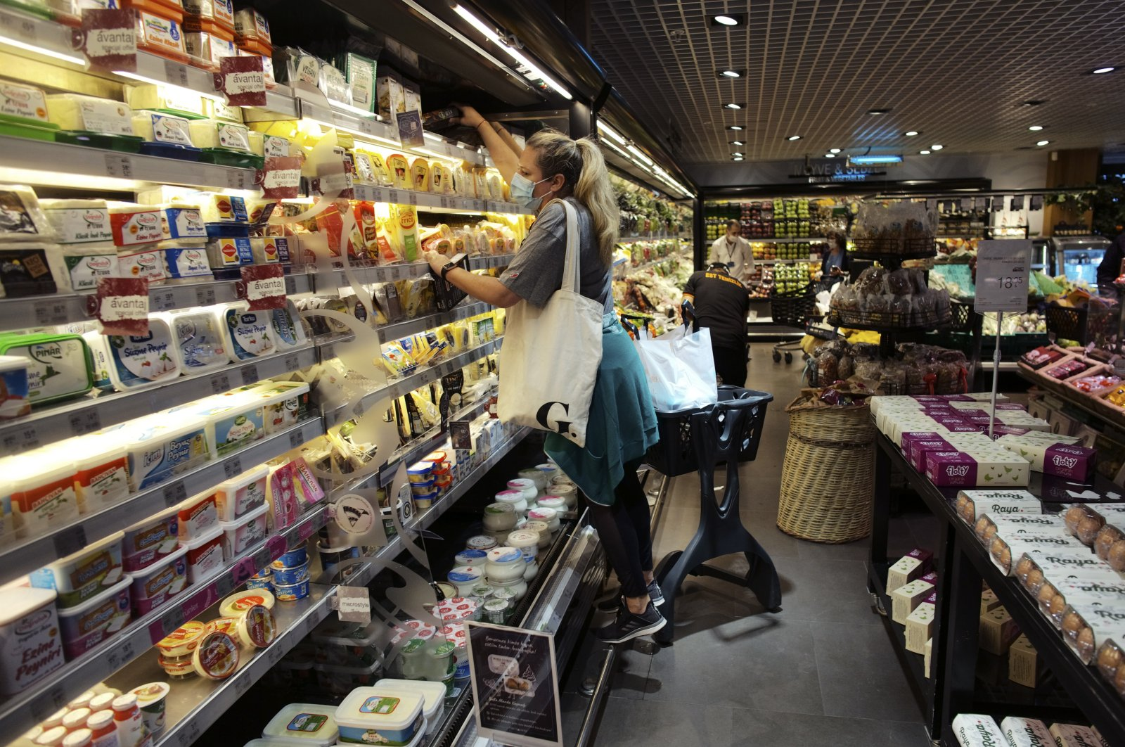 People shop for food at a supermarket in the capital Ankara, Turkey, May 22, 2020. (AP Photo)