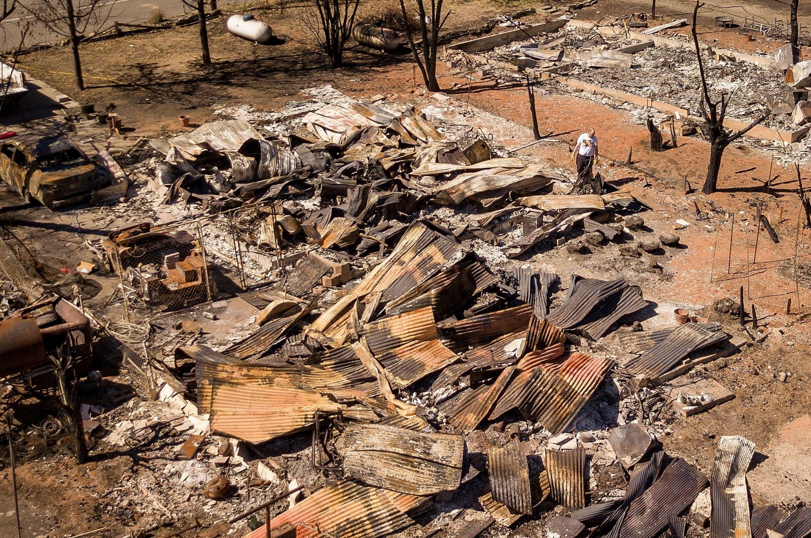 A resident sifts through the remains of a home in Greenville, California, U.S., Sept. 24, 2021. (AFP Photo)