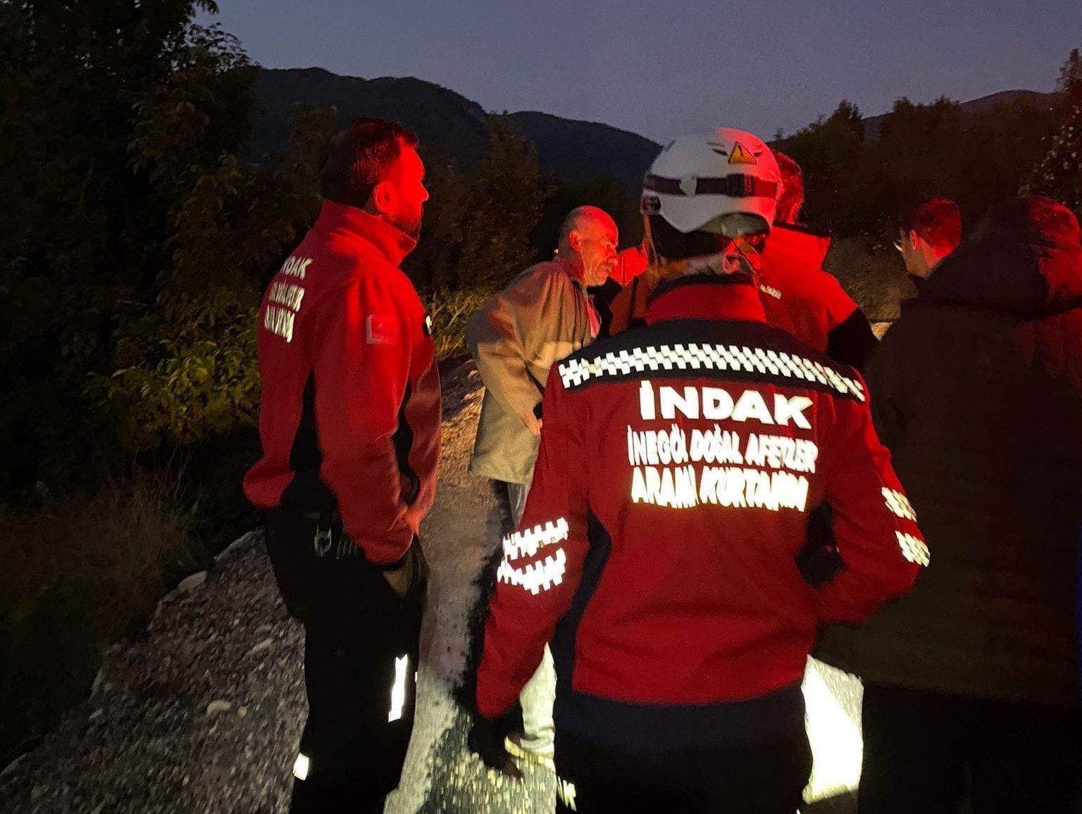 Beyhan Mutlu (C) and rescuers are seen in this photo, Bursa, Turkey, Sept. 28, 2021 (DHA Photo)
