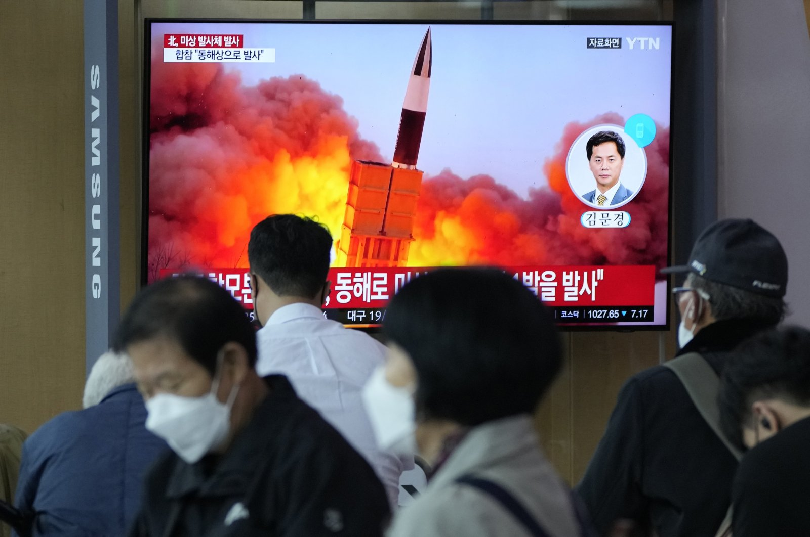People watch a TV showing a file image of North Korea's missile launch during a news program at the Seoul Railway Station in Seoul, South Korea, Sept. 28, 2021. (AP Photo)
