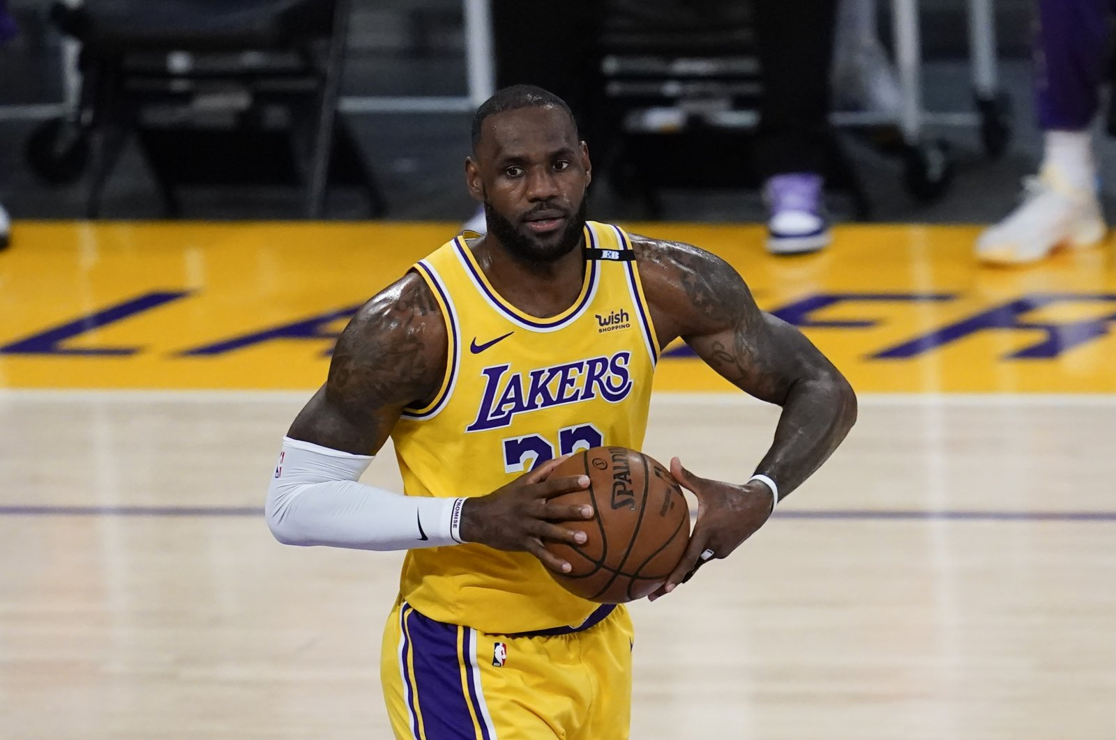 Los Angeles Lakers forward LeBron James controls the ball during an NBA playoff game against the Phoenix Suns, Jun 3, 2021, Los Angeles, U.S. (AP Photo)