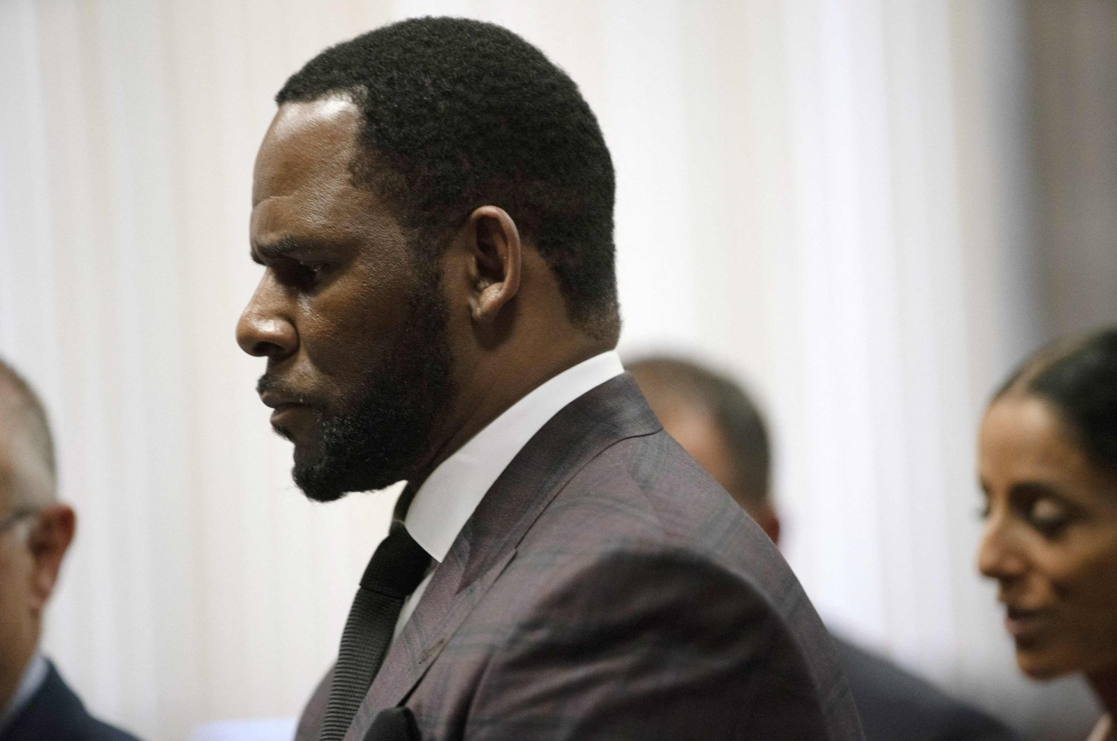 R&B singer R. Kelly appears at a hearing before Judge Lawrence Flood at Leighton Criminal Court Building in Chicago, Illinois, U.S., June 25, 2019. (AFP Photo)