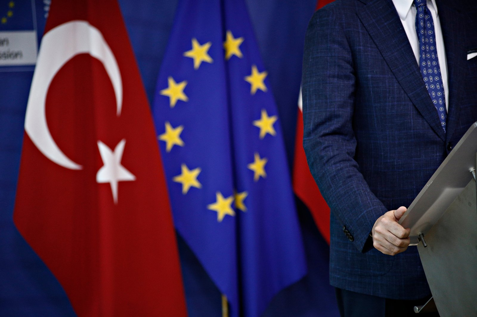 A man stands next to the flags of Turkey and the EU at the headquarters of the European Commission in Brussels, Belgium, Jul. 25, 2017. (Shutterstock File Photo)