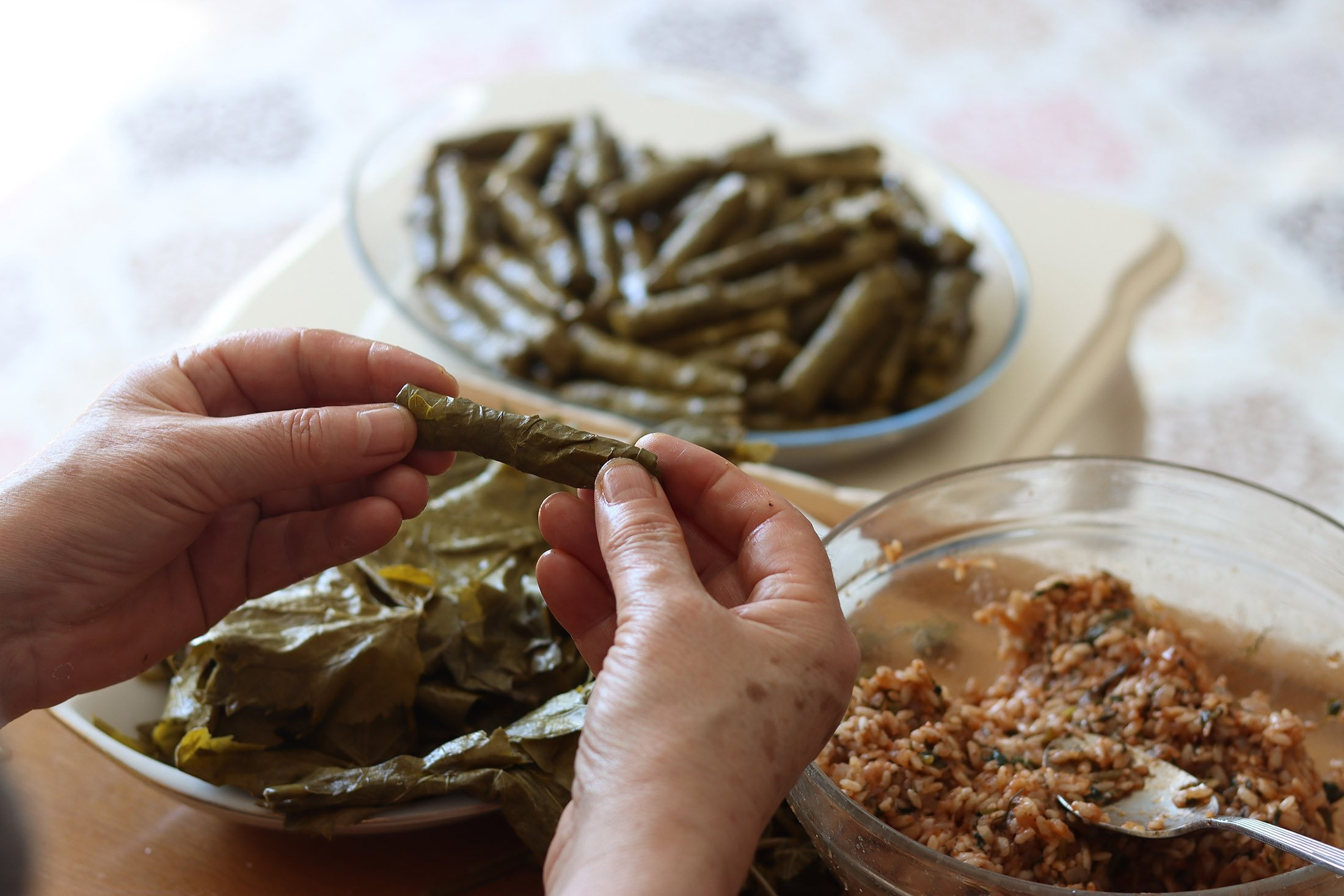 A woman makes the Turkish traditional yaprak sarma. (Shutterstock Photo)