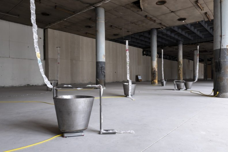 Gülşah Mursaloğlu, 'Merging Fields, Splitting Ends (2021) installation, potato-based bioplastic thread steel water heating plates, dimensions variable. (Courtesy of Zeynep Fırat)