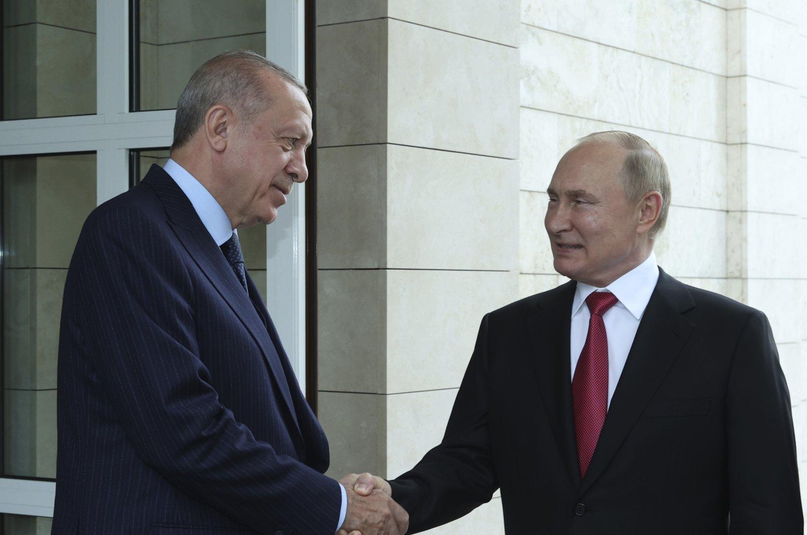 Russian President Vladimir Putin (R) and Turkish President Recep Tayyip Erdoğan speak as Erdoğan leaves after their talks at the Bocharov Ruchei residence in the Black Sea resort of Sochi, Russia, Sept. 29, 2021. (AP Photo)