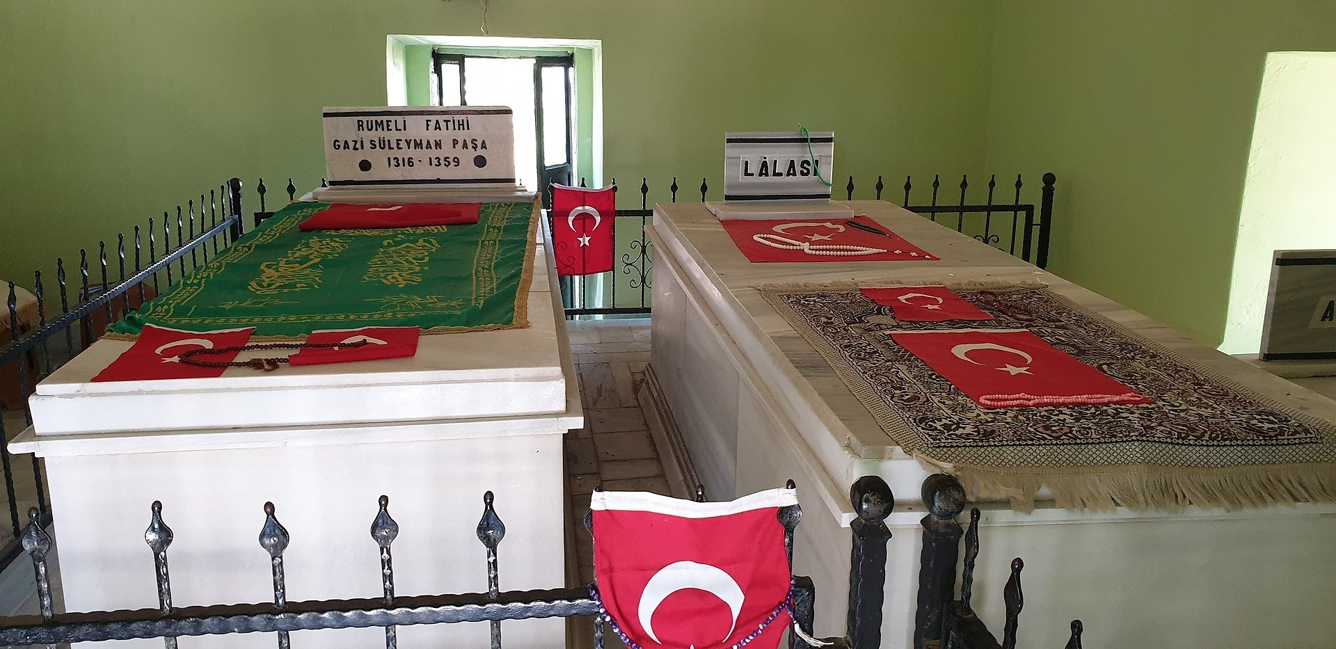 A view from the tomb of Süleyman Pasha in Bolayır. (Wikimedia Photo)