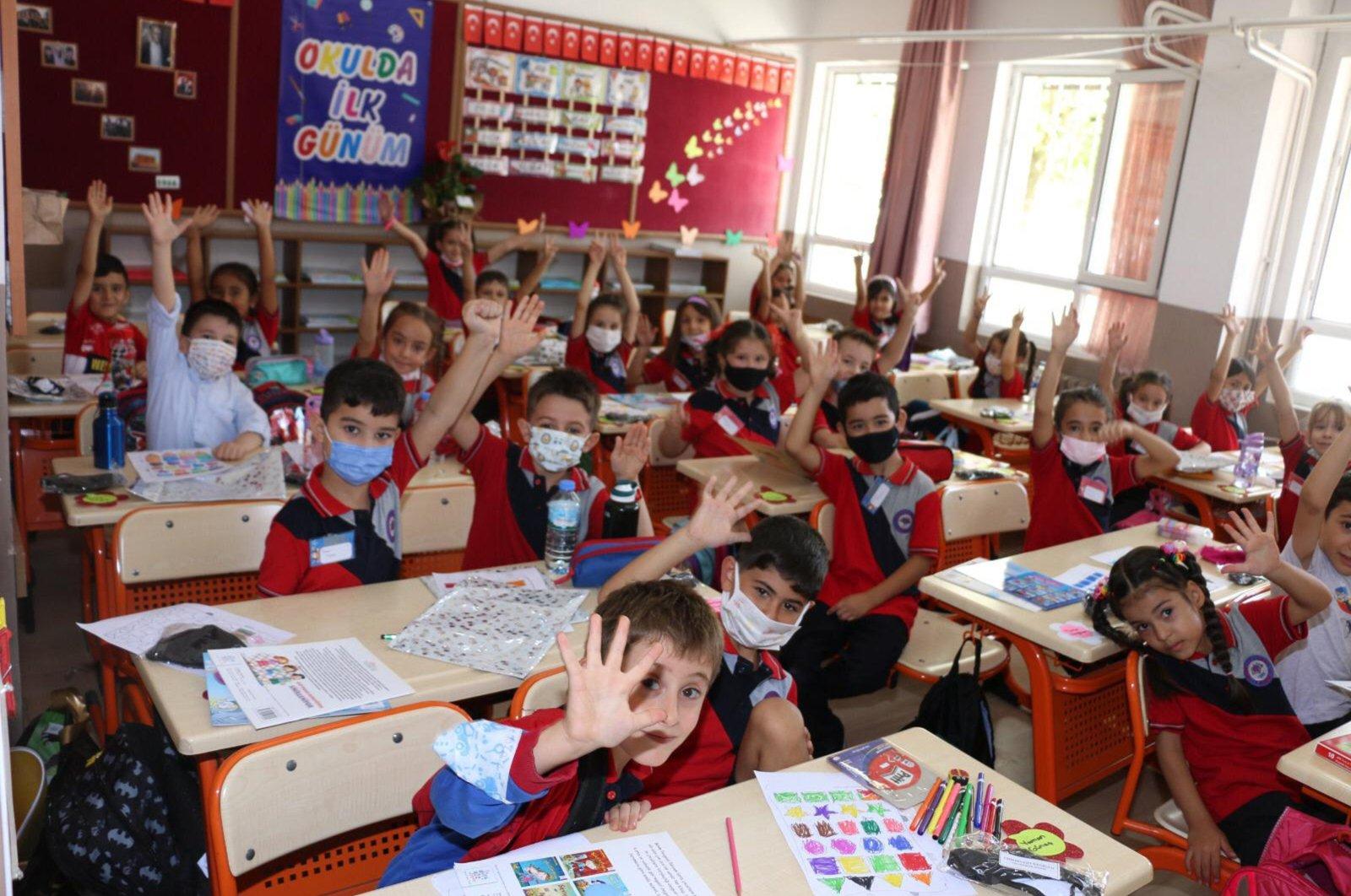 Students at a classroom of a primary school, in Muğla, southwestern Turkey, Sept. 7, 2021. (İHA PHOTO)