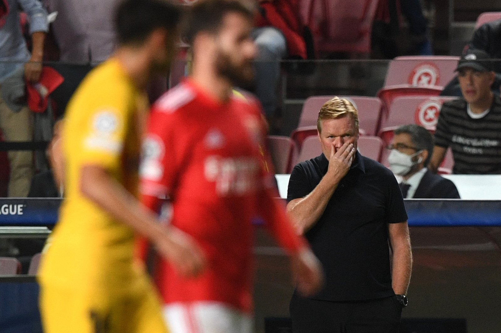 Barcelona coach Ronald Koeman reacts during a Champions League match against Benfica at the Luz stadium, in Lisbon, Portugal, Sept. 29, 2021. (AFP Photo)
