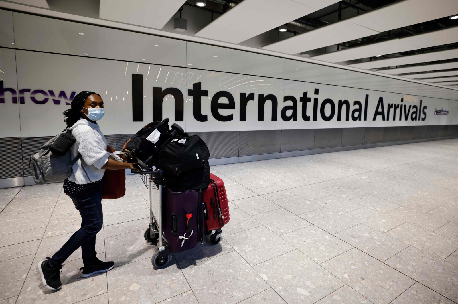 Travelers arrive at Heathrow's Terminal 5 in west London as quarantine restrictions ease, Aug. 2, 2021. (AFP Photo)