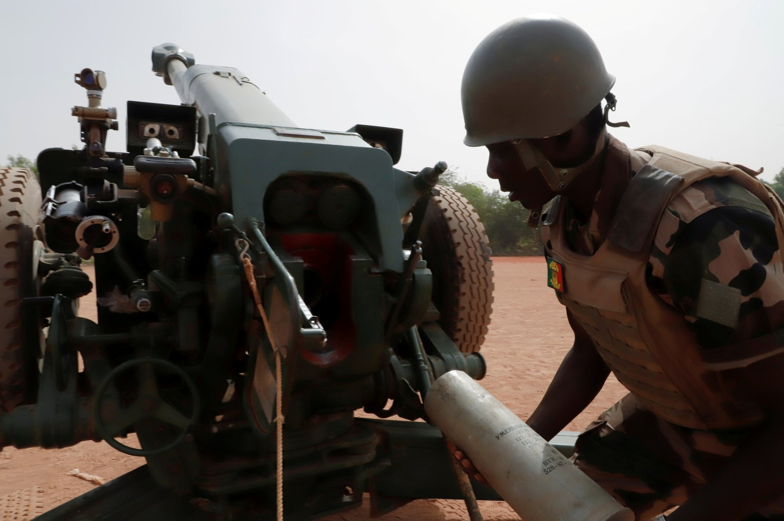 A Malian soldier of the 614th Artillery Battery is pictured during a training session on a D-30 howitzer with the European Union Training Mission (EUTM), in the camp of Sevare, Mopti region, Mali, March 23, 2021. (Reuters Photo)
