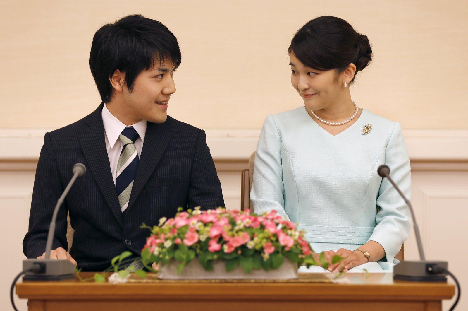 Japanese Princess Mako (R), the eldest daughter of Crown Prince Akishino and Crown Princess Kiko, and her fiancee Kei Komuro (L), a university friend, smile during a press conference to announce their engagement at Akasaka East Residence in Tokyo, Japan, Sep.3, 2017. (EPA/SHIZUO KAMBAYASHI Photo)